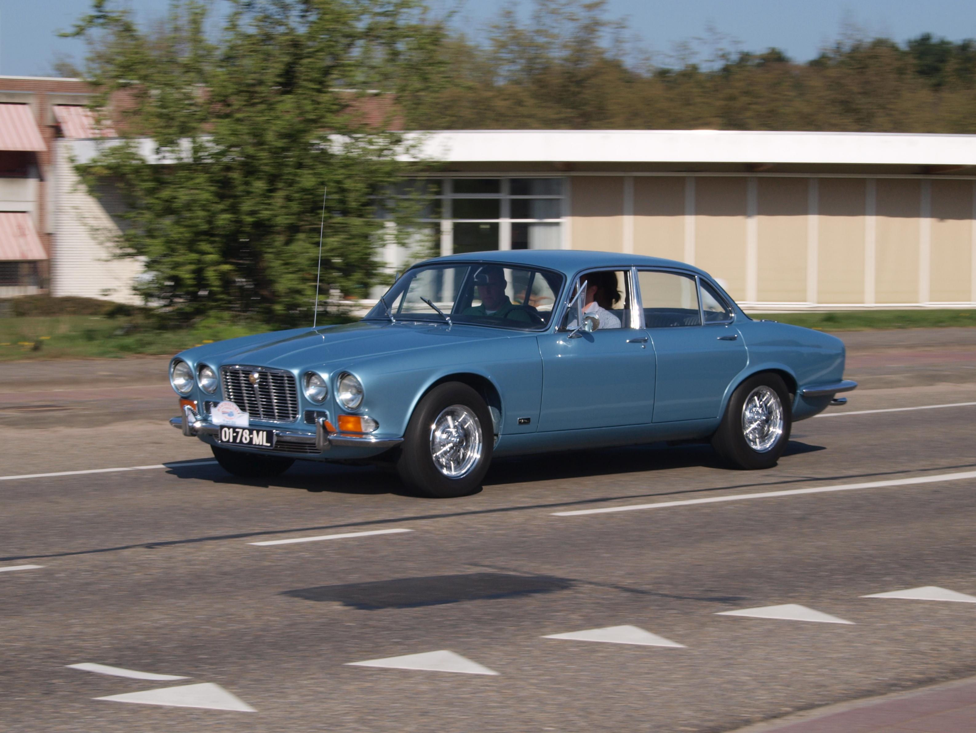 File:Jaguar XJ6-4.2 (1970), Dutch licecence registration 01-78-ML, pic2.JPG - Wikimedia Commons