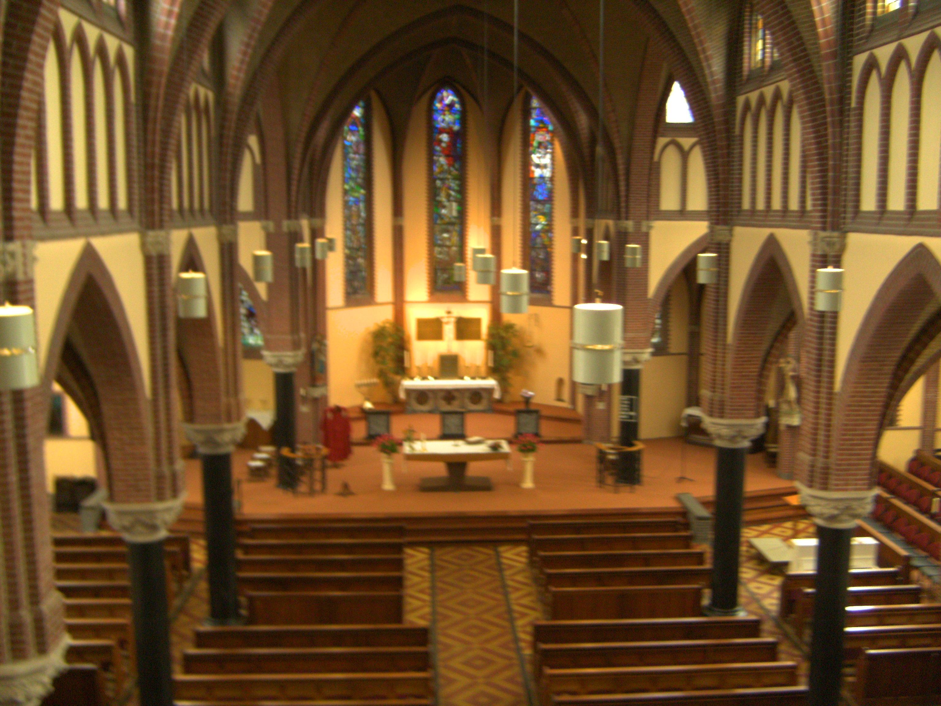 Bestand katholieke kerk katwijk aan den rijn jpg wikipedia for Interieur nederland