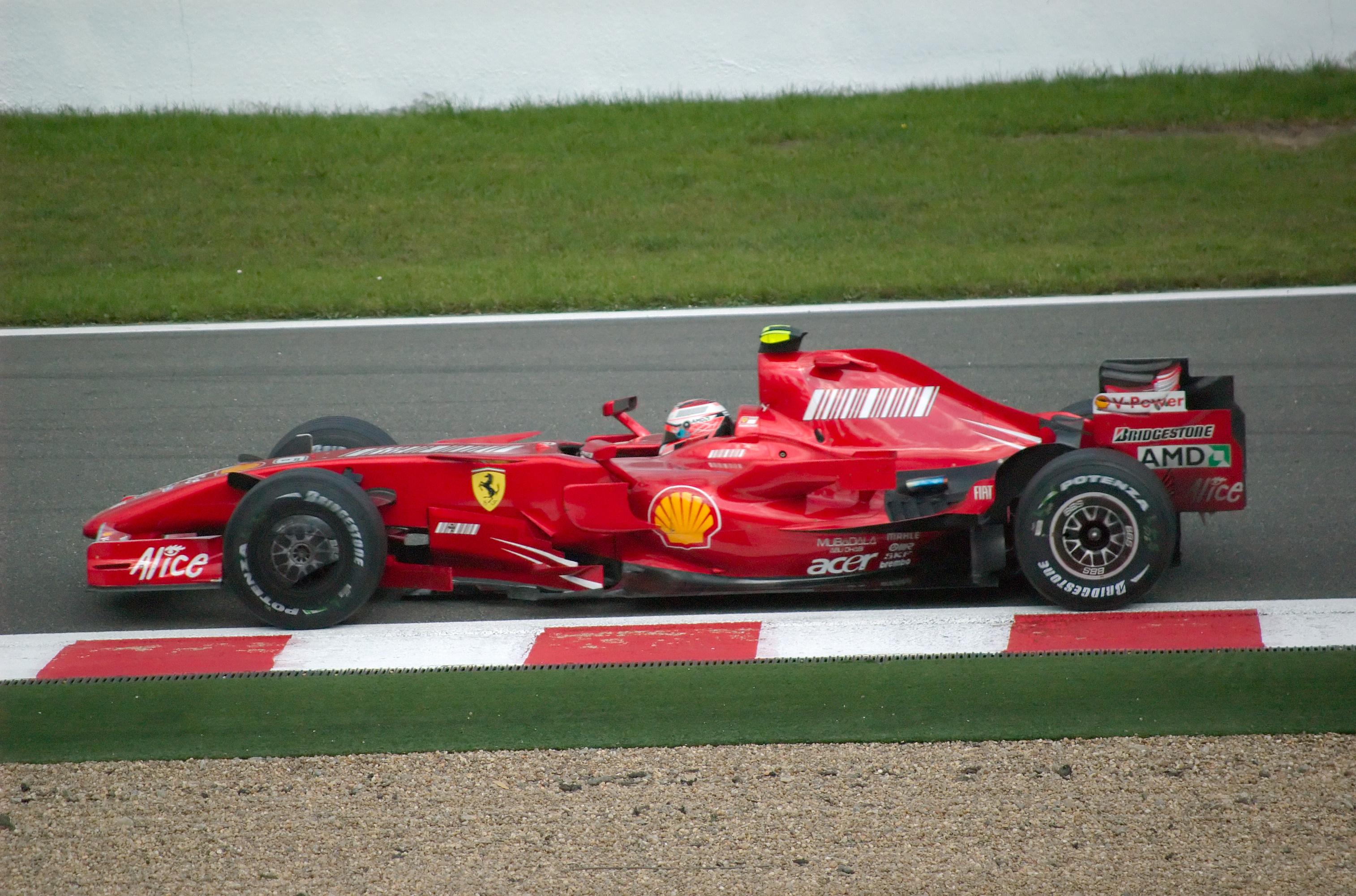 Kimi Raikkonen 2007 Belgium.jpg