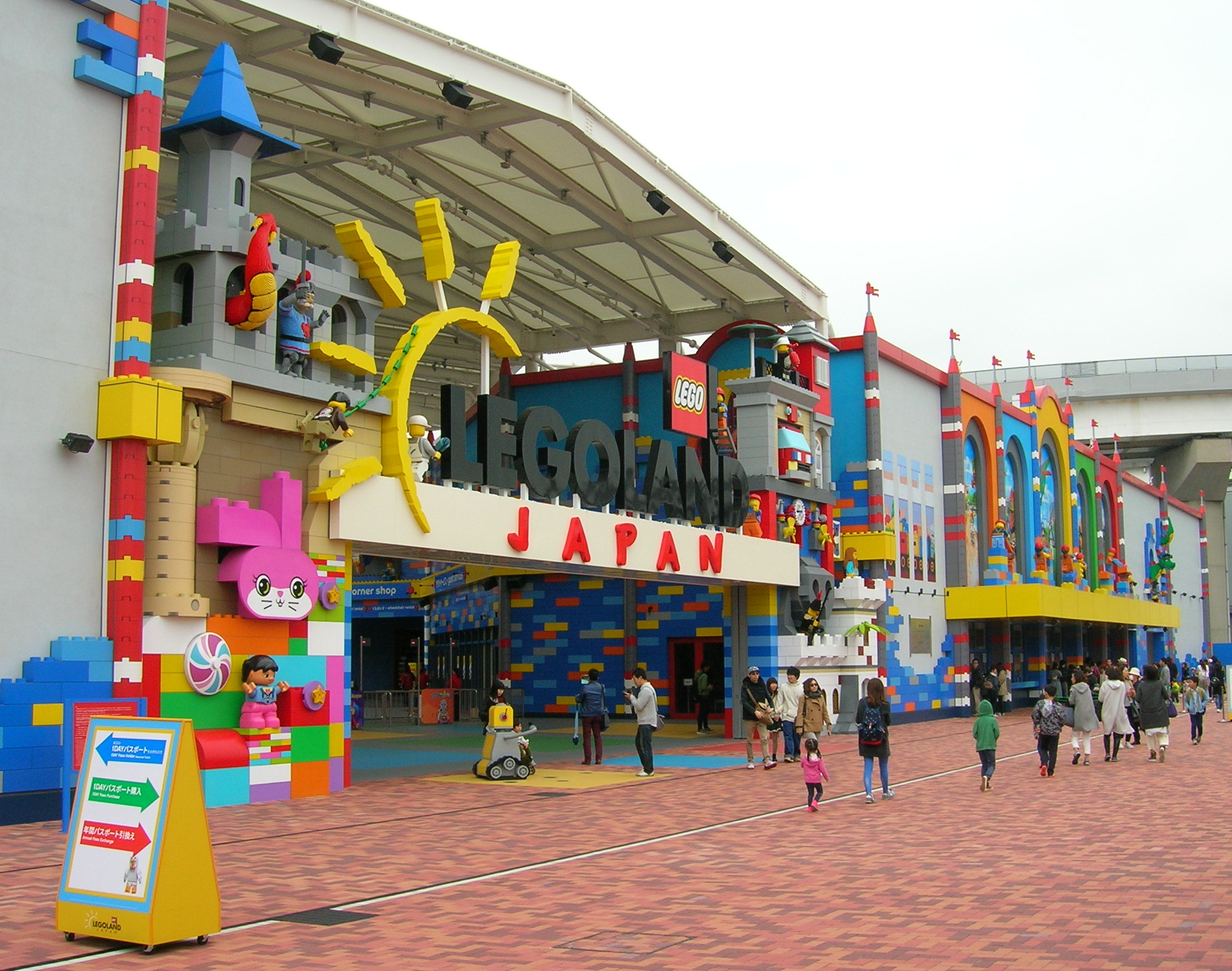 Legoland Japan-Entrance gate-20170410.jpg