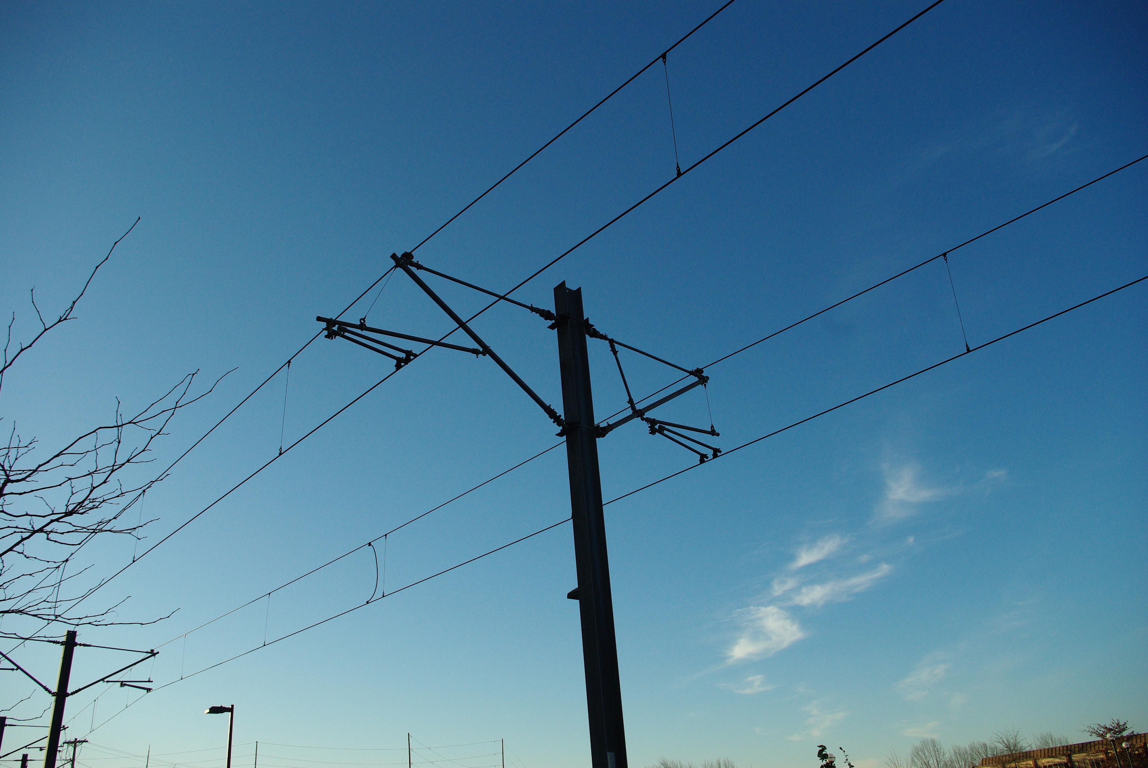 File:MAX light rail electricity line pole.JPG - Wikimedia ...