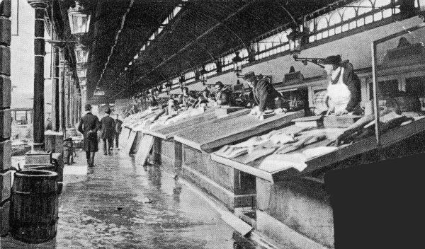 File:Marché aux poissons vers 1890.jpg