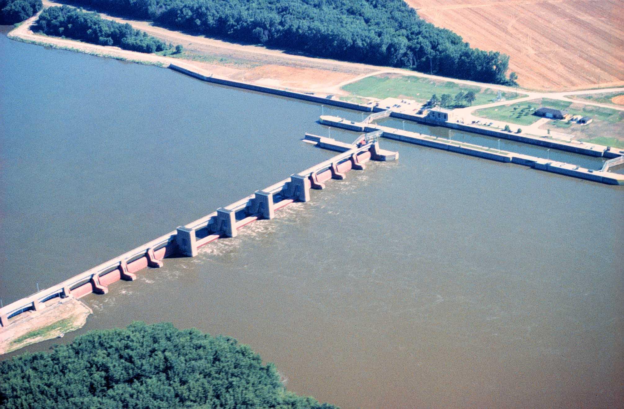 a description of the mississippi river Mississippi river: mississippi river of climate and soil rather than of the river, the mississippi's swamps and s evocative description of the antebellum.