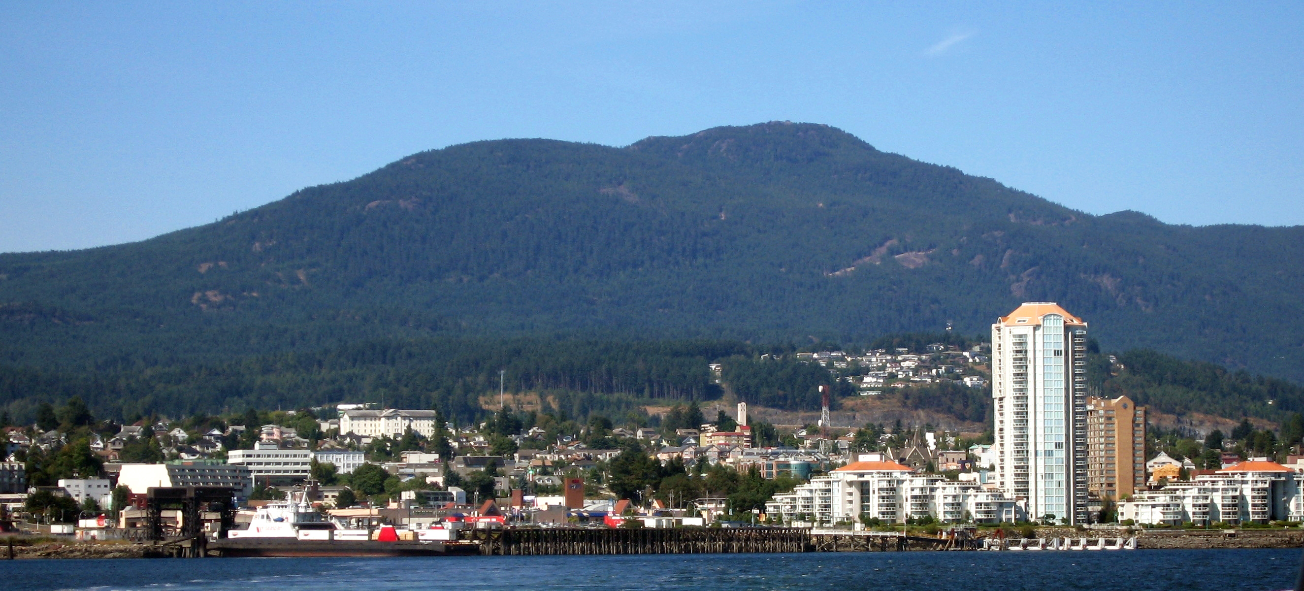 Nanaimo (BC) Canada  city photo : Description Nanaimo Skyline 2005