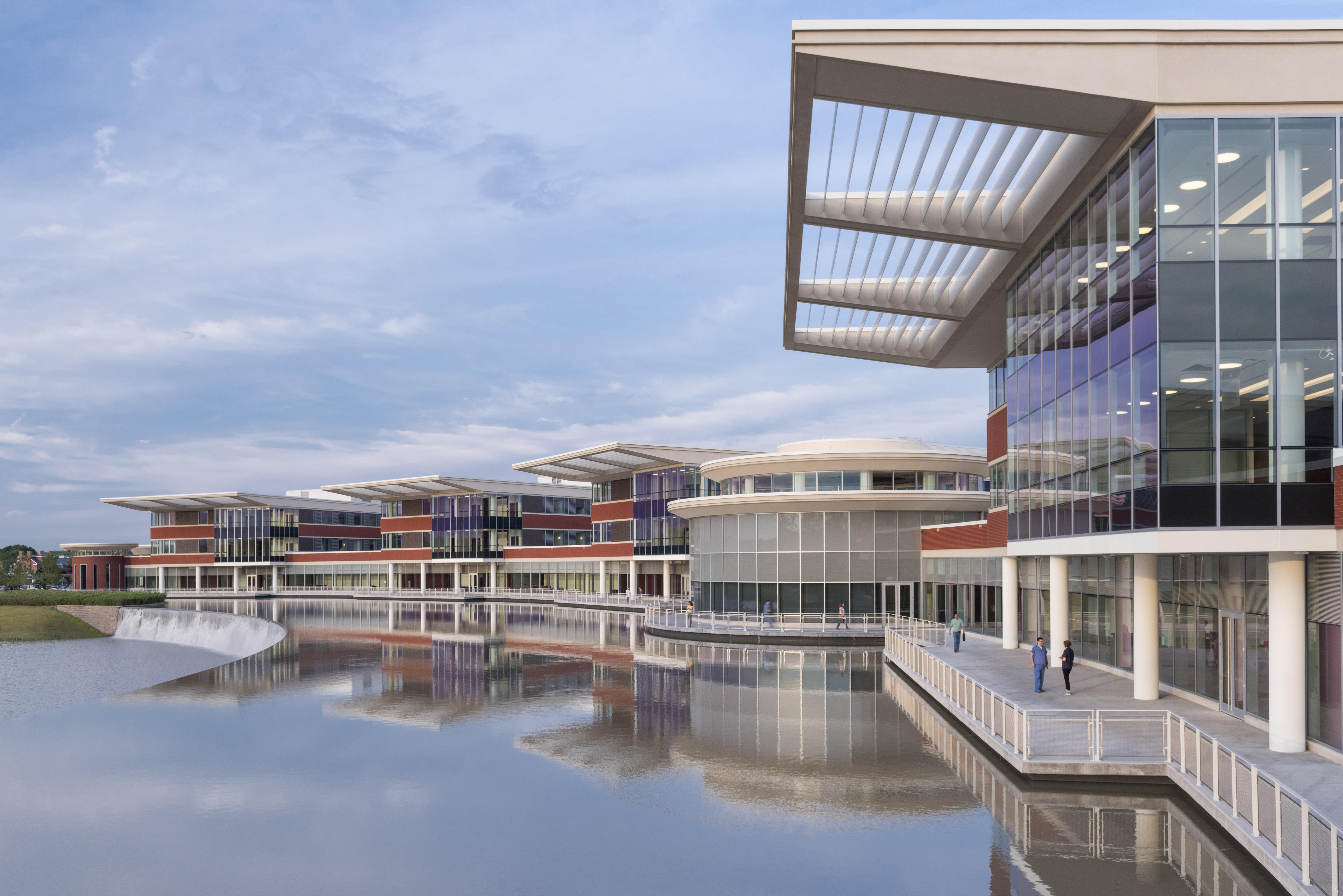 Northwestern Lake Forest Hospital - Wikipedia
