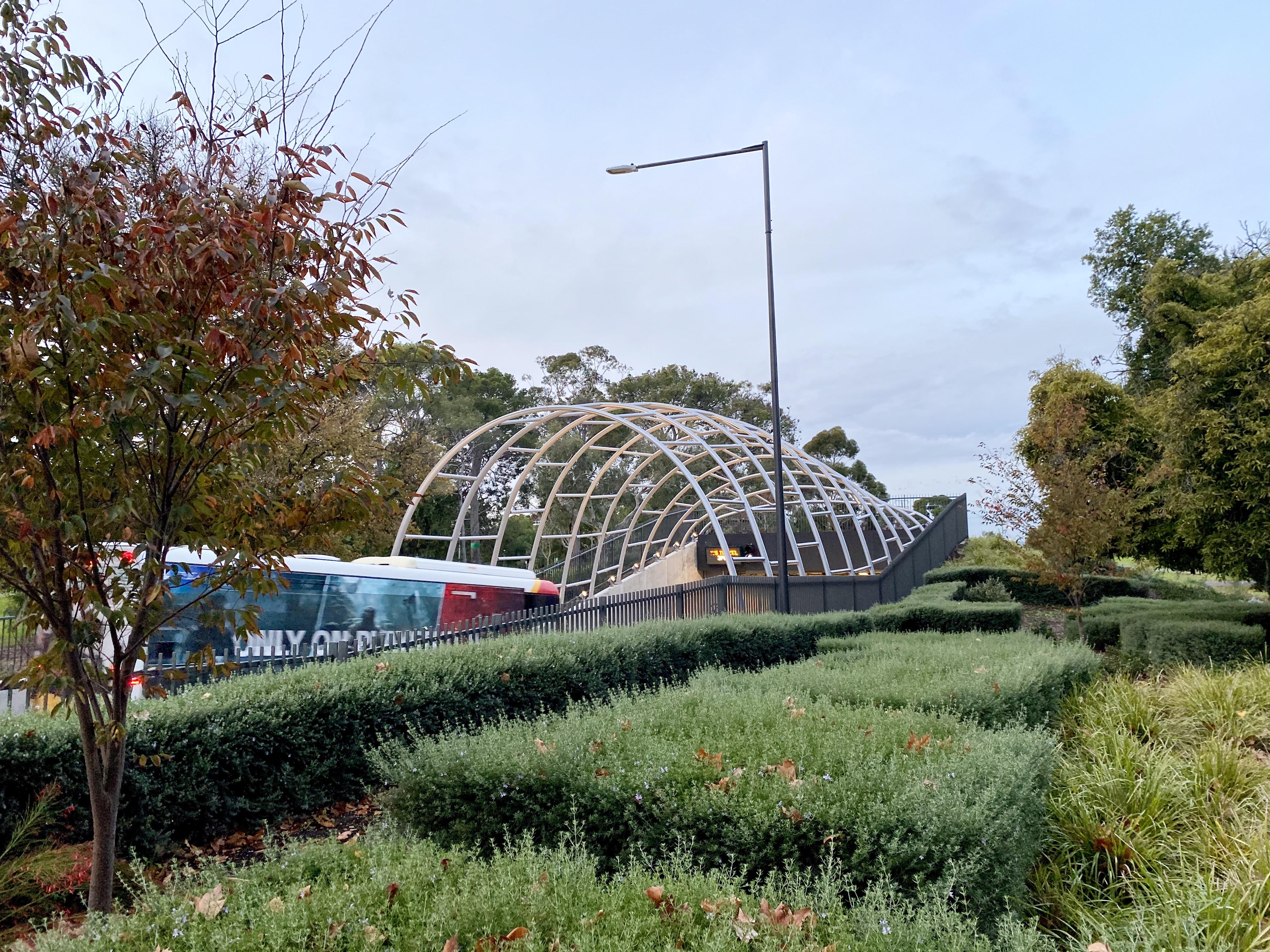 O-Bahn tunnel in Rymill Park, Adelaide.jpg