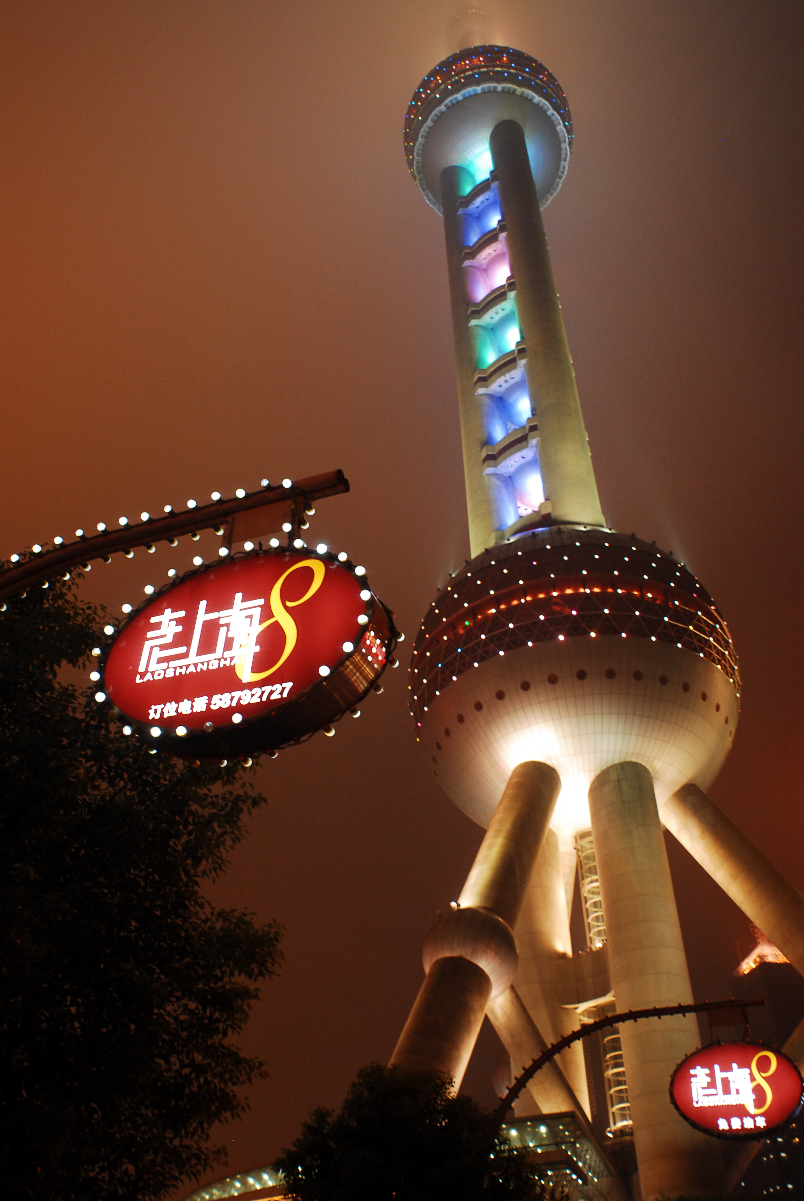 Oriental_Pearl_Tower_at_night._Shanghai,