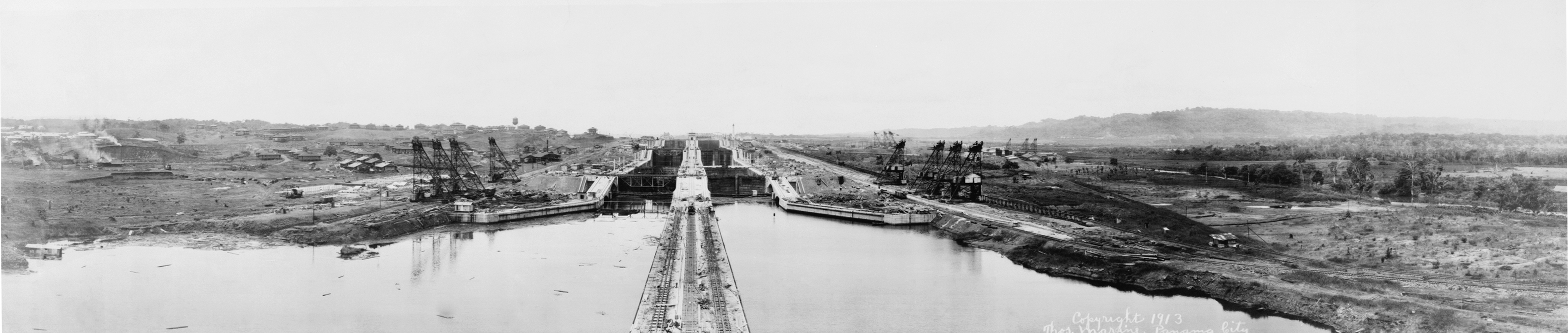http://upload.wikimedia.org/wikipedia/commons/c/cb/PanamaCanal1913a.jpg
