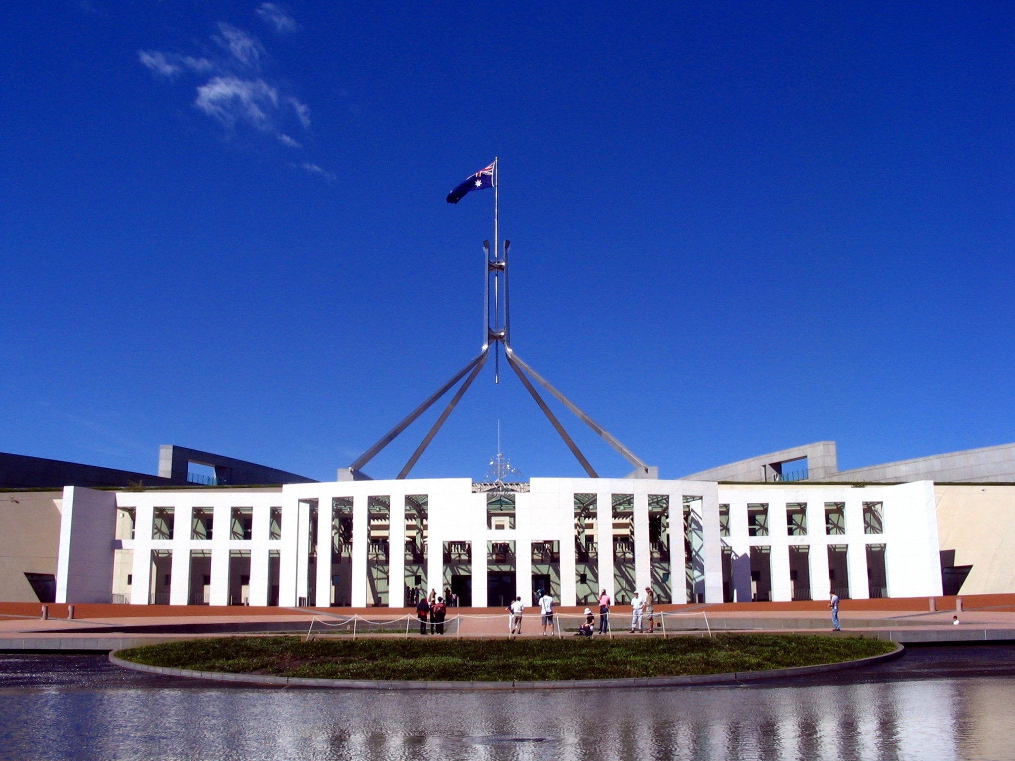 File parliament house canberra 281004929 jpg simple for Minimalist house wiki
