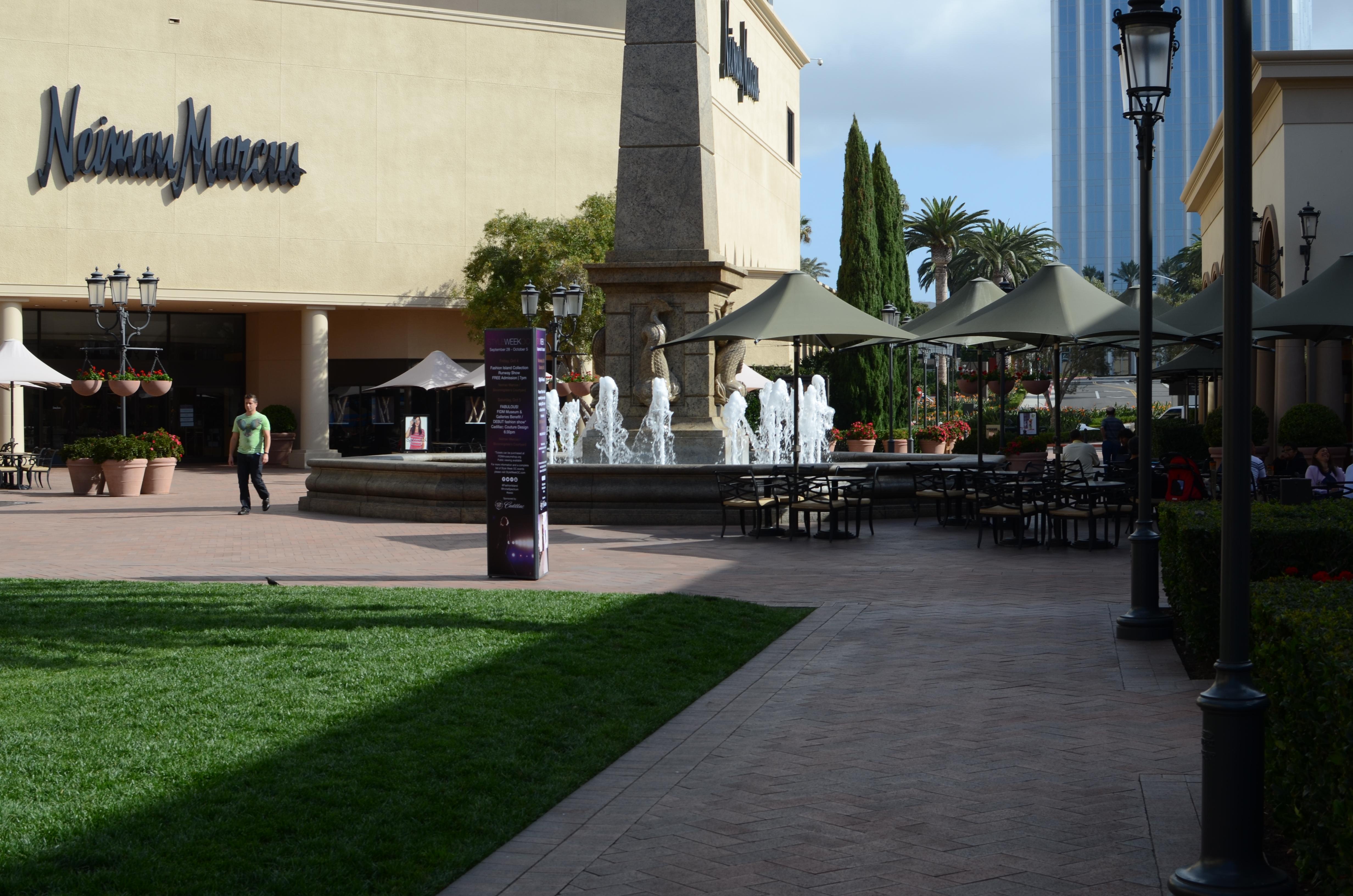 File Perfect Day In Fashion Island Newport Center Beach Ca