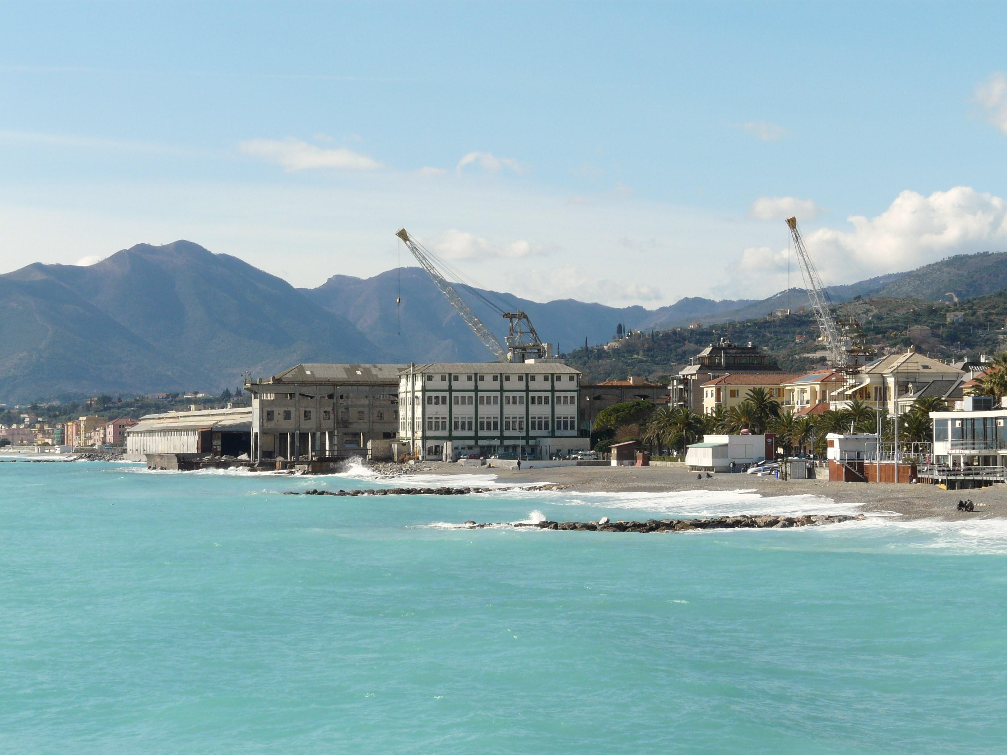 File:Pietra Ligure-panorama3.jpg - Wikipedia