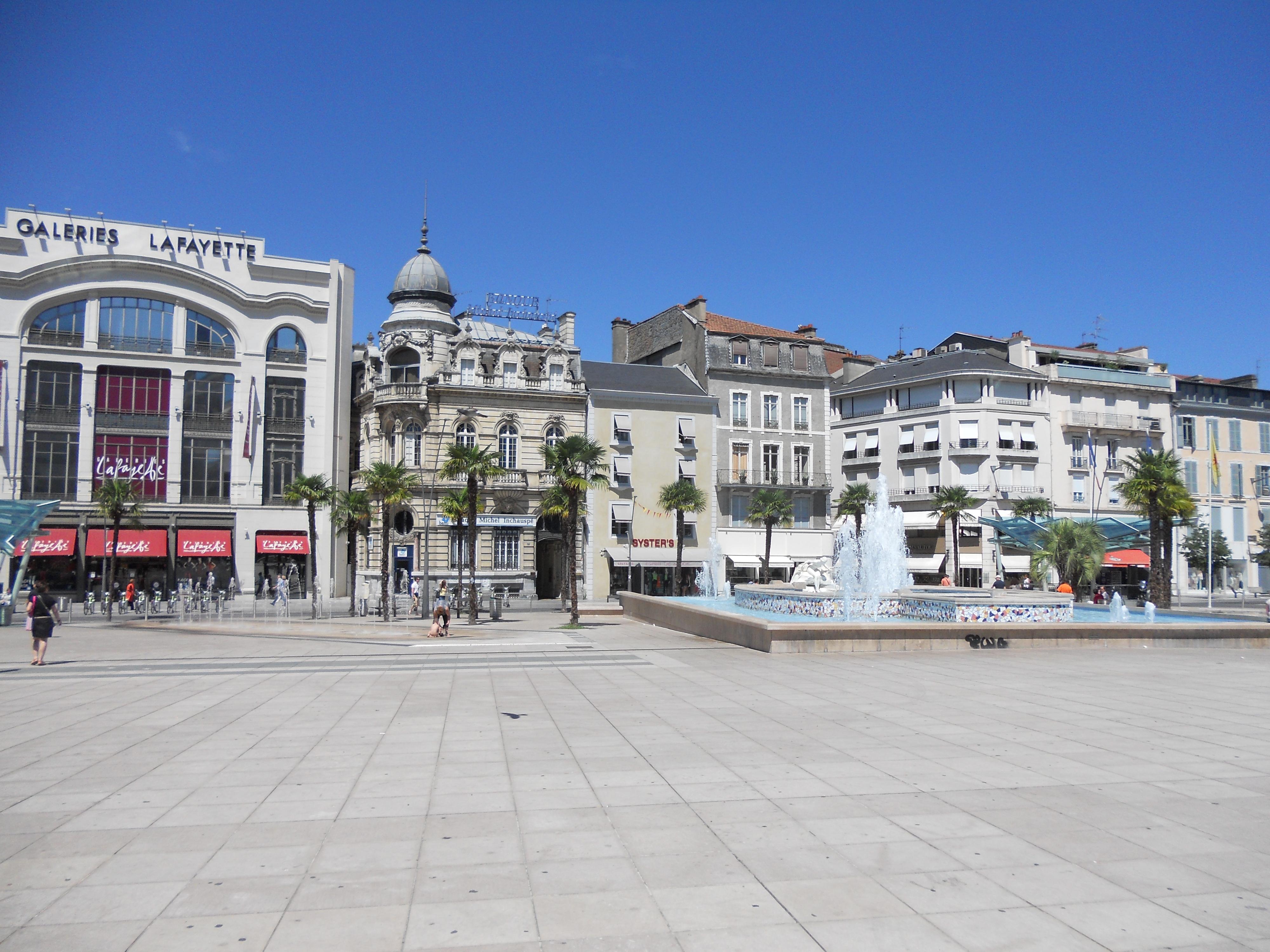 File:Place Clemenceau - Pau.JPG - Wikimedia Commons: commons.wikimedia.org/wiki/File:Place_Clemenceau_-_Pau.JPG
