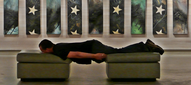 File:Planking at an art gallery opening 2.jpg - Wikimedia Commons