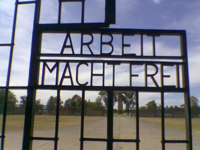 Tor des KZ Sachsenhausen