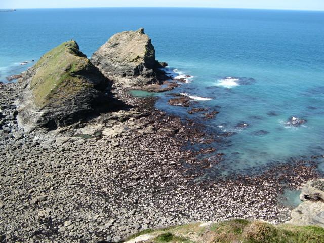 Porth-cadjack Cove at Low Tide - geograph.org.uk - 407122
