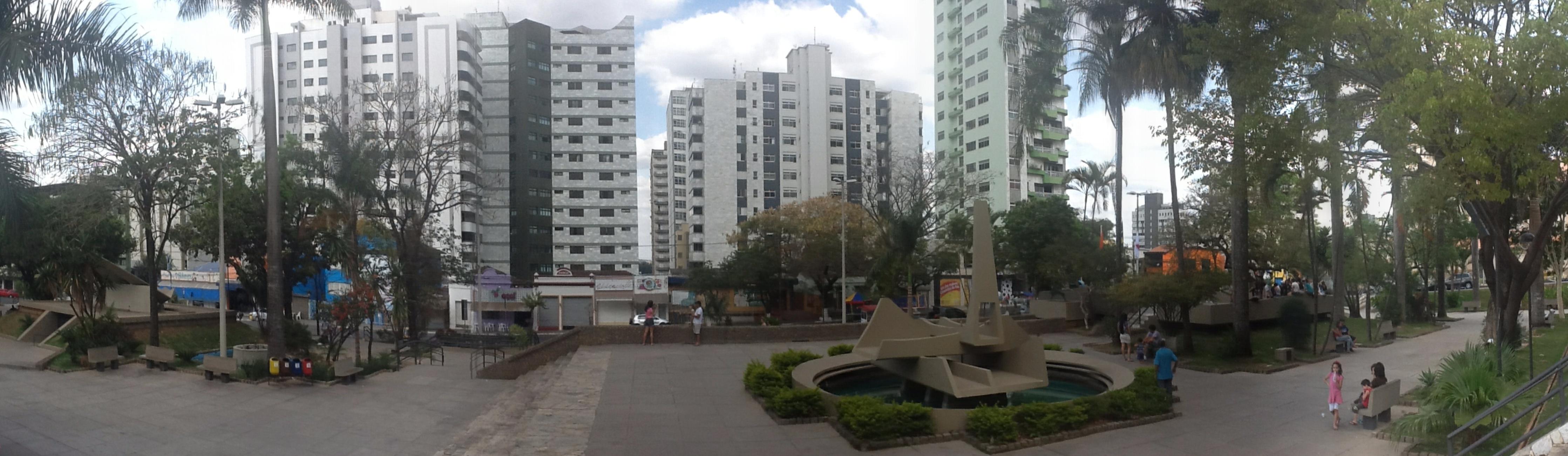 Ficheiro:Praça do Santuário - Divinópolis MG - panoramio.jpg