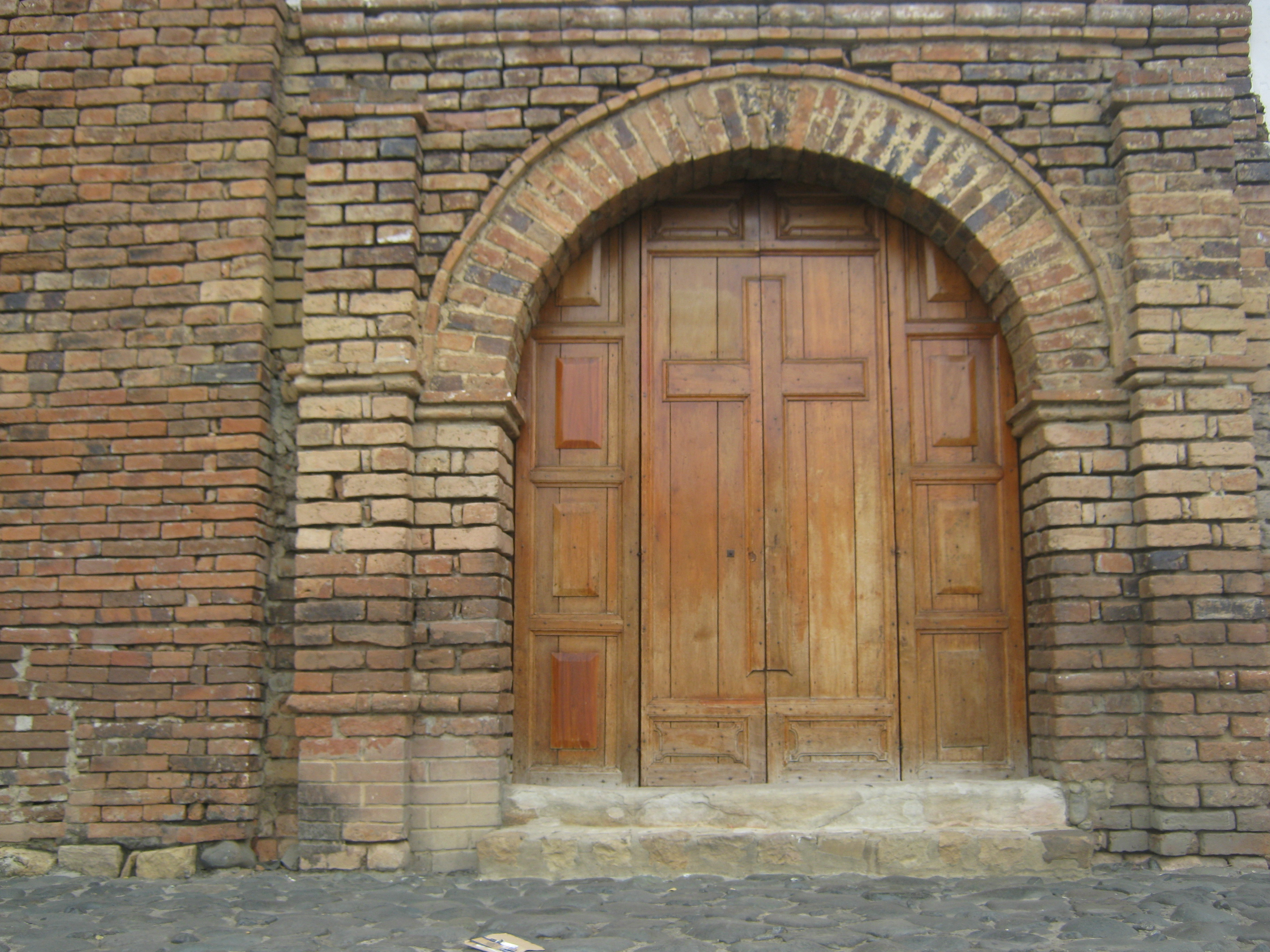 File puerta iglesia san wikimedia commons for Puerta 3 de san marcos