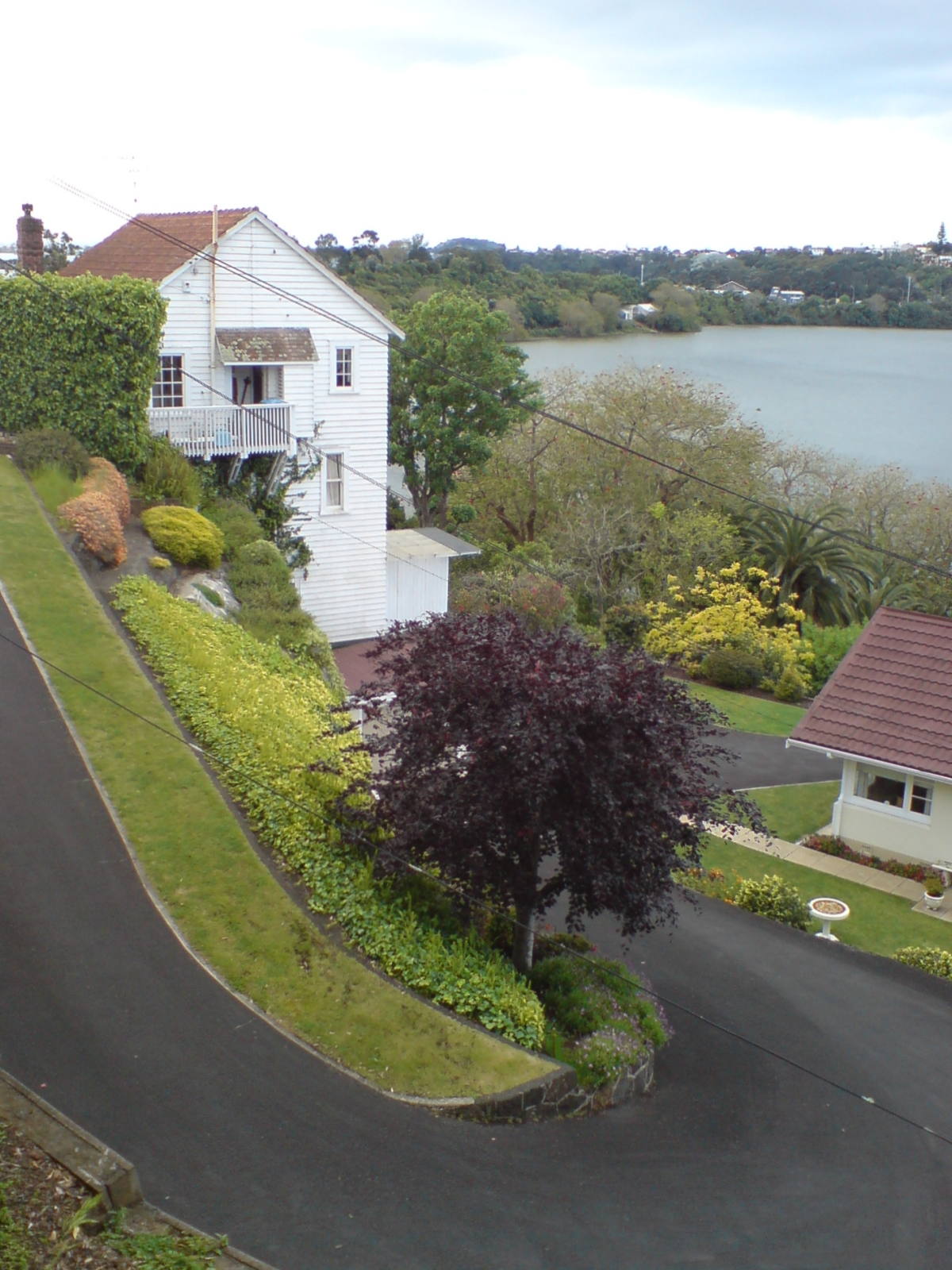 File:Remuera House With Steep Driveway
