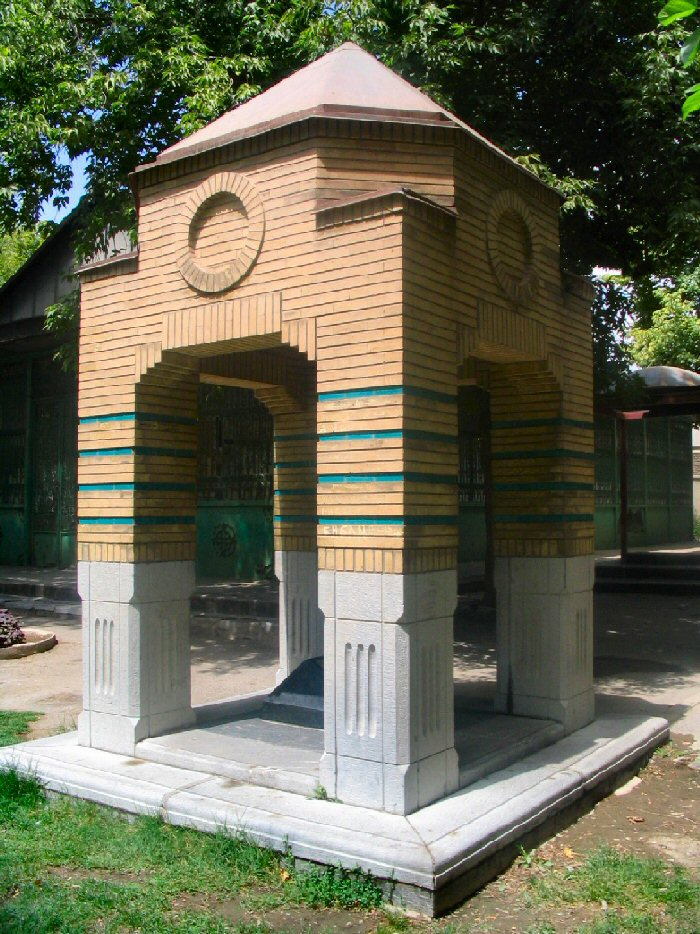 مقبره ی صامت بروجردی