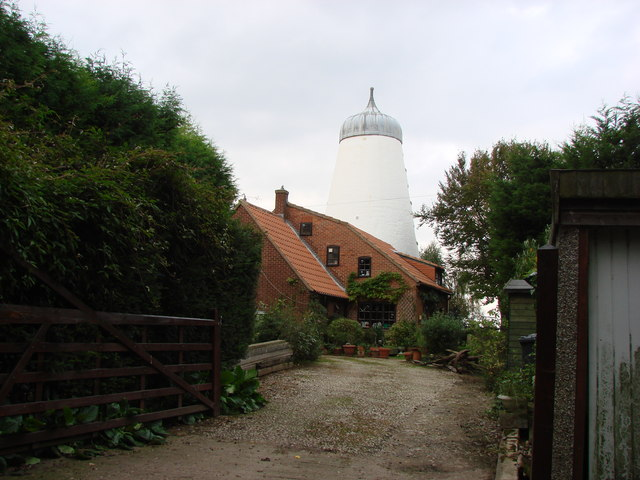 The Old Windmill , Windmill Cottages, Campsall - geograph.org.uk - 249363
