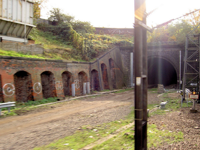 File:The last tunnel south before Kings Cross railway station - geograph.org.uk - 600948.jpg