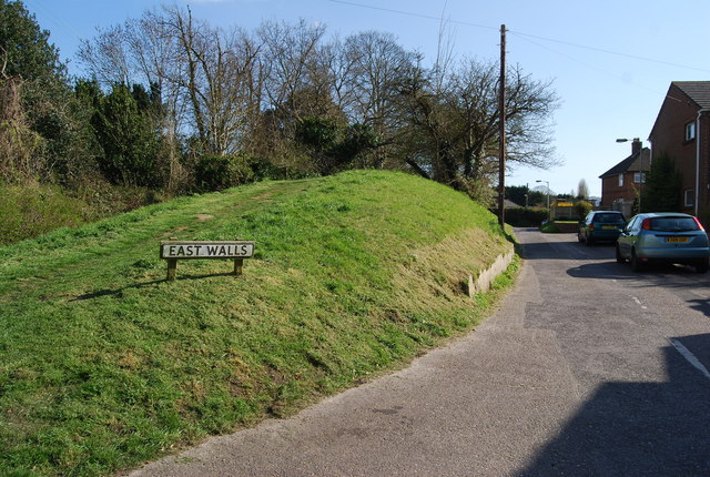 Town walls, east, Wareham - geograph.org.uk - 762822