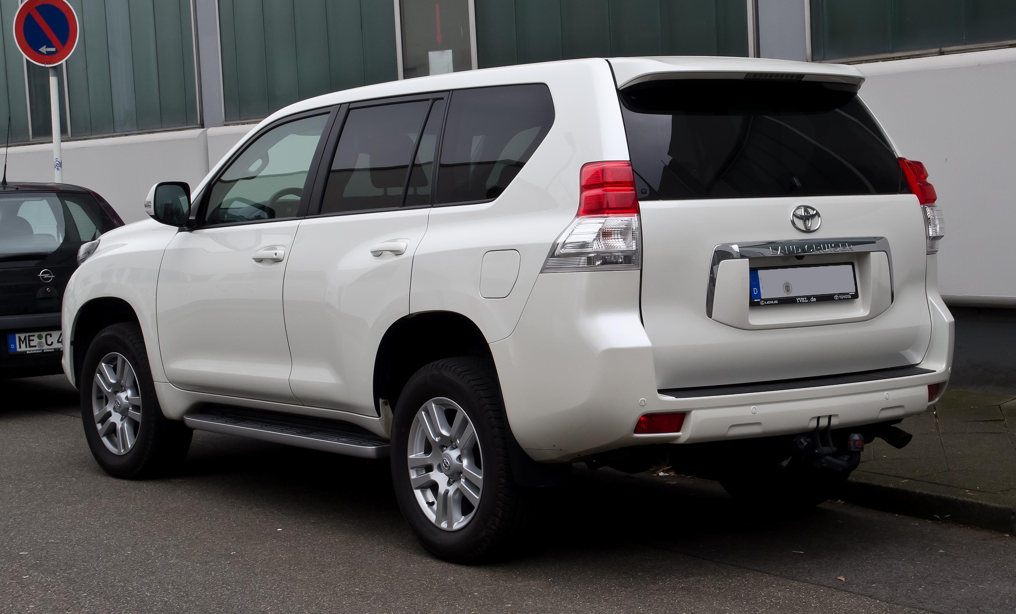 Toyota Land Cruiser Wiki >> File:Toyota Land Cruiser 3.0 D-4D Life (J15) – Heckansicht, 17. März 2012, Ratingen.jpg ...