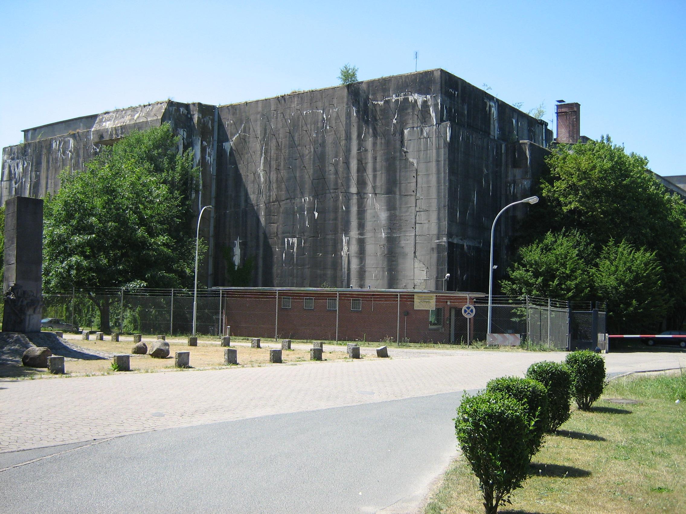 ''Bunker'' für [[U-Boote]] in [[Bremen]]