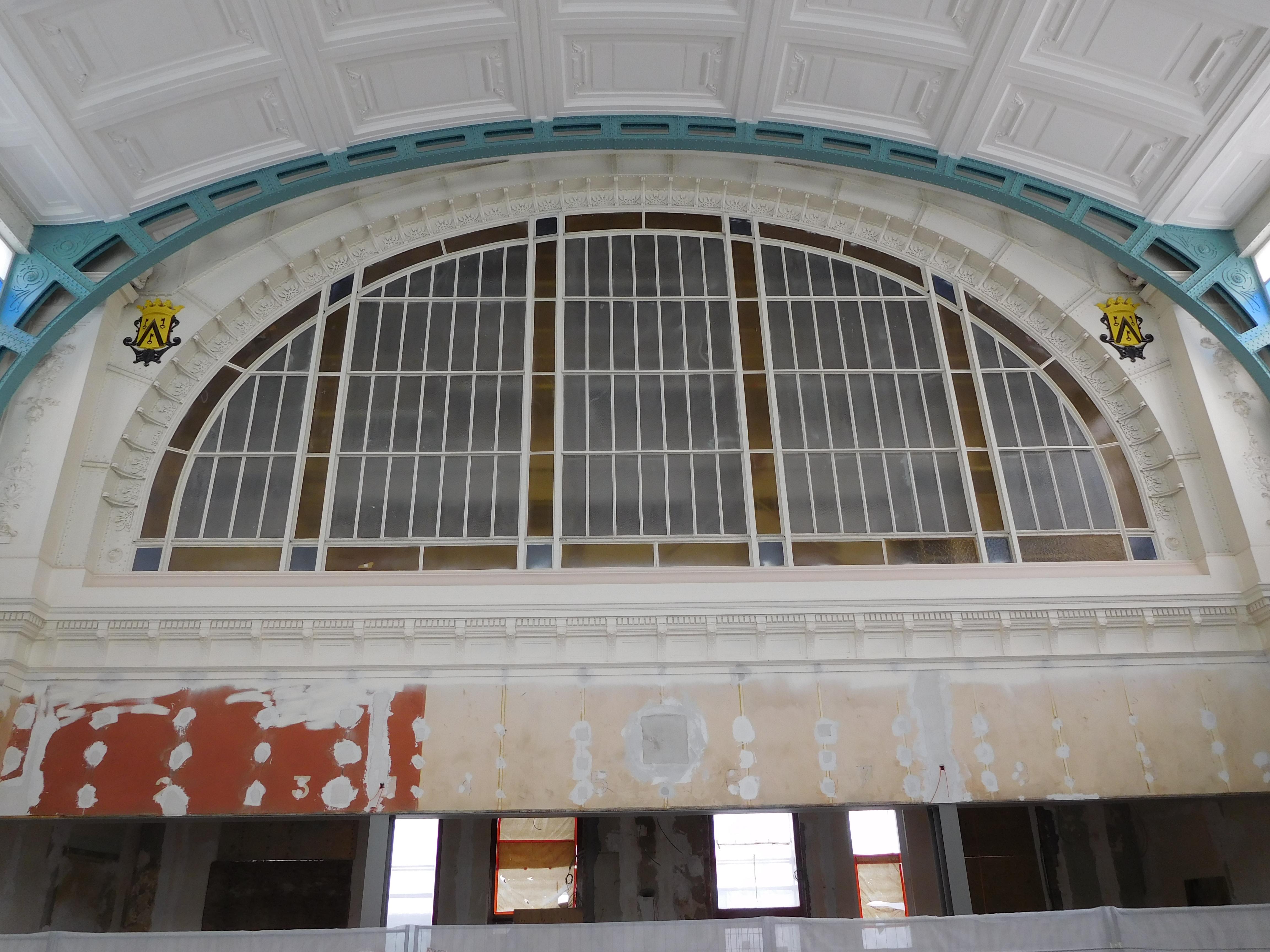 Verriere Ostende Hall Rénovation.jpg Français : Verrière de la salle des pas perdus de la gare d'Ostende-Quai durant sa rénovation Date 13 April 2017