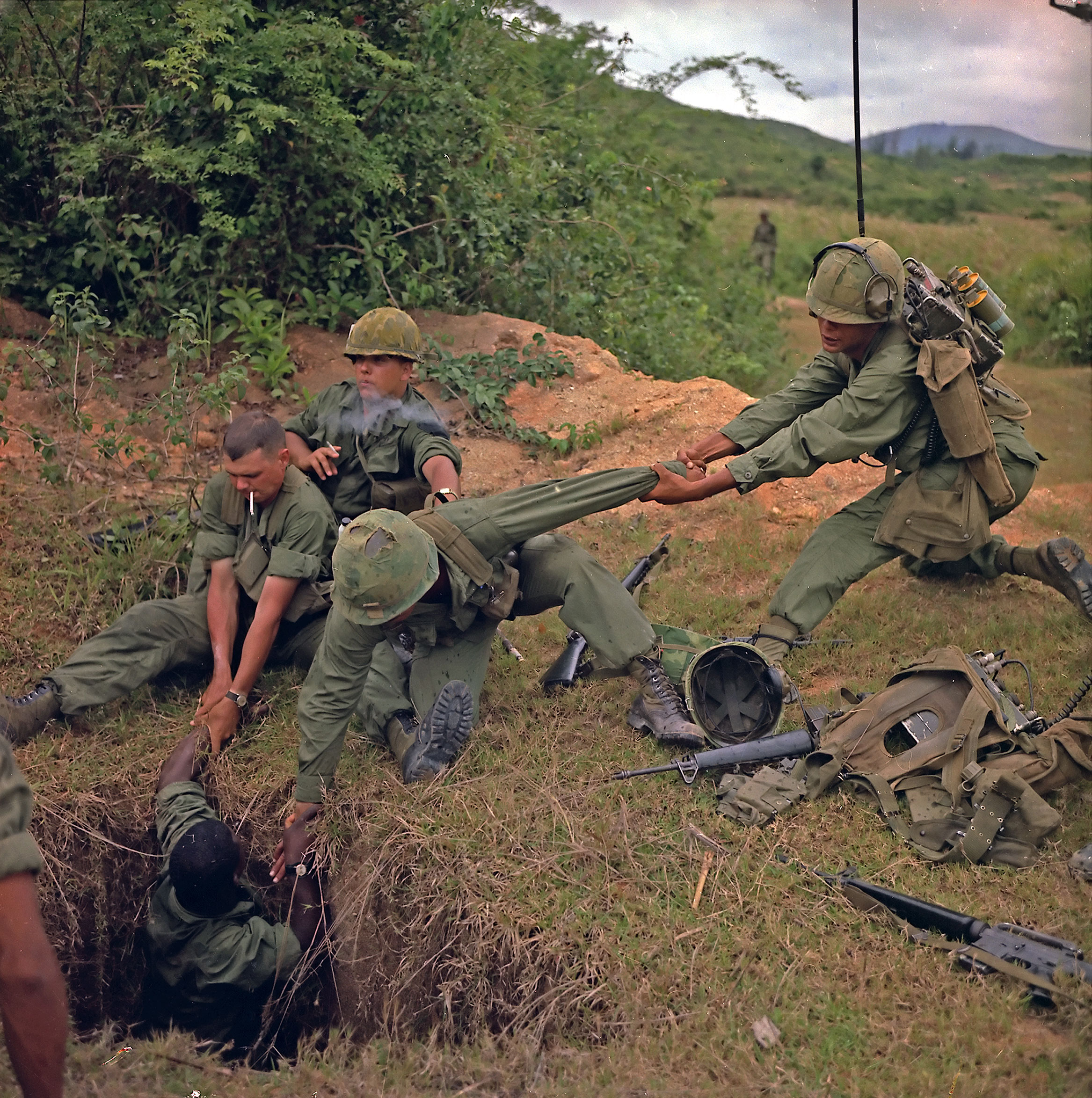 File:Vietnamtunnel.jpg - Wikipedia