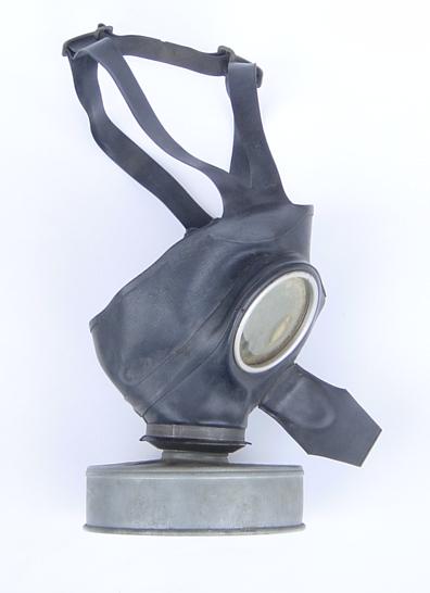 Plik:World war II german gas mask 1.jpg