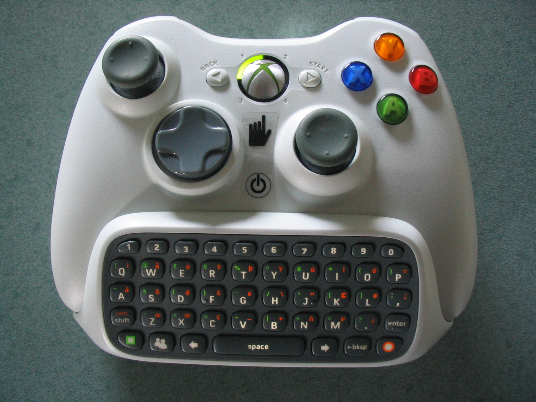 File:Xbox 360 Wireless Controller with Messenger Keyboard.jpg ...