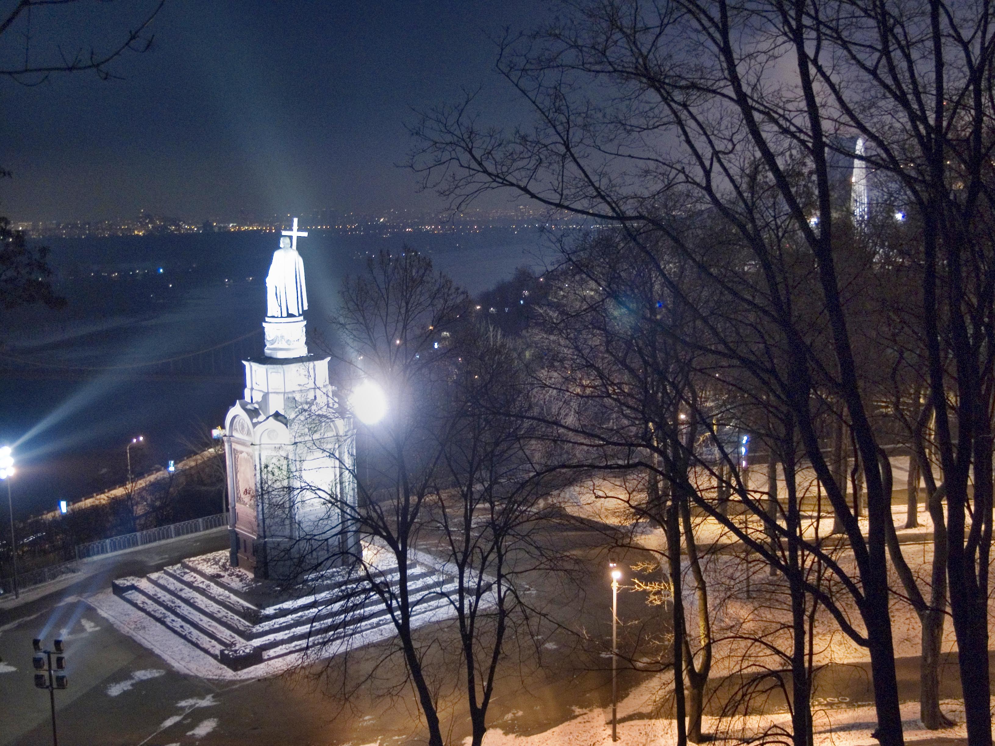 популярность объясняется фото памятников киева ночью или ведьмино