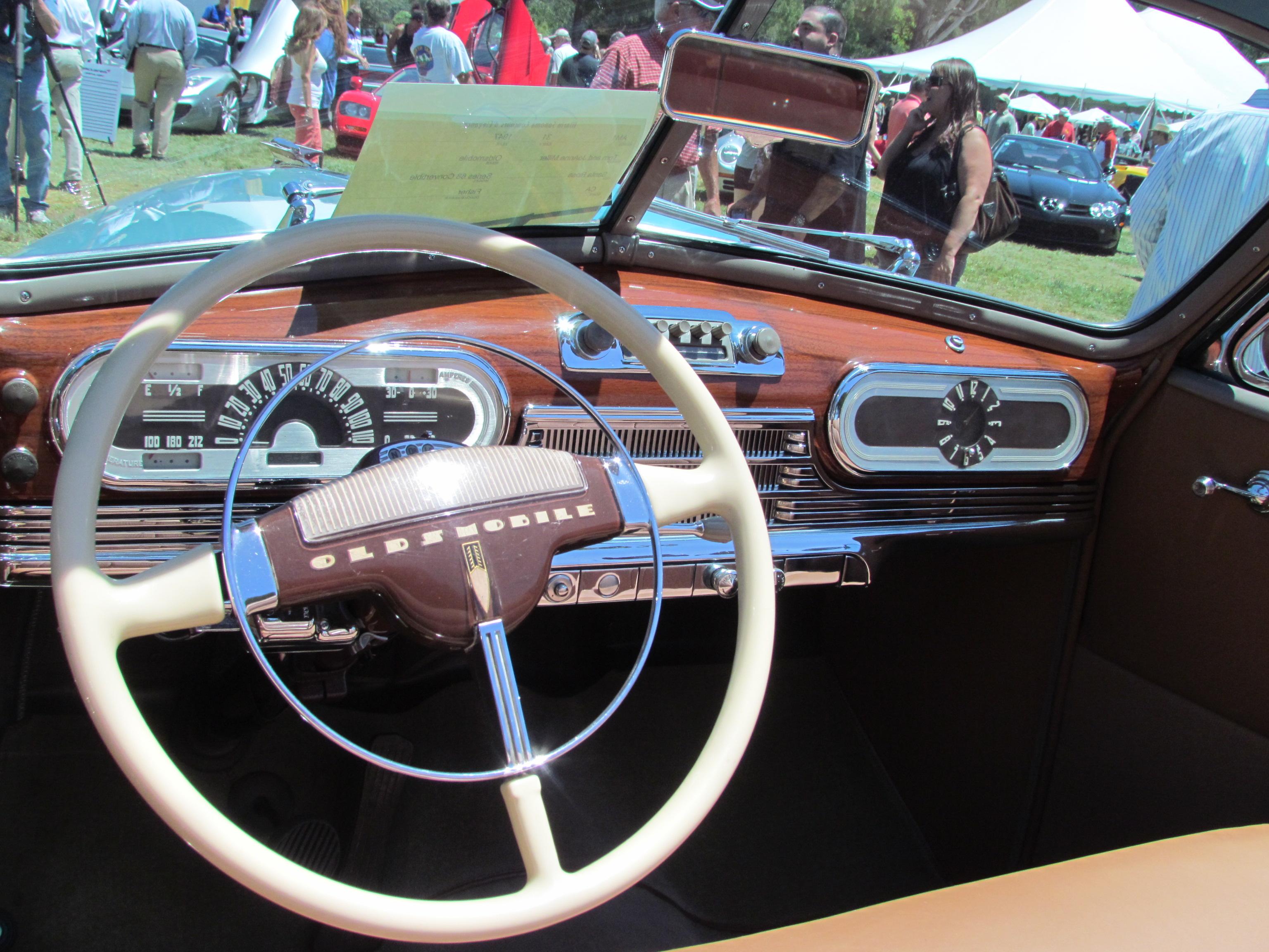 1947_Oldsmobile_Series_68_Convertible_%2