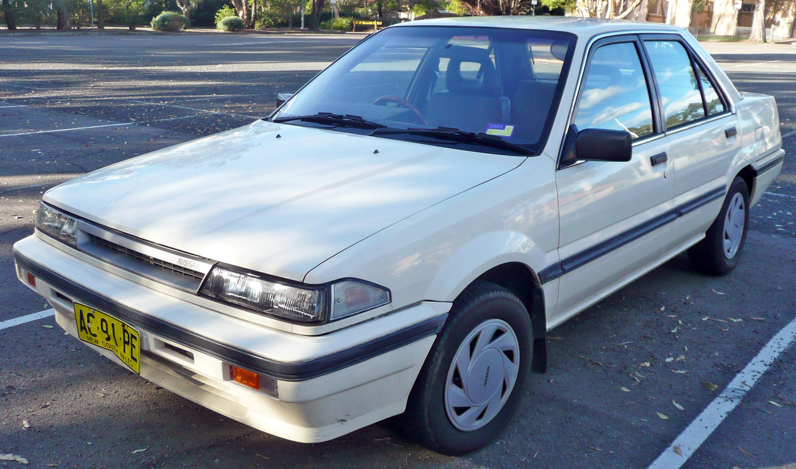 Description 1987-1989 Nissan Pulsar (N13) Vector GX sedan 04.jpg