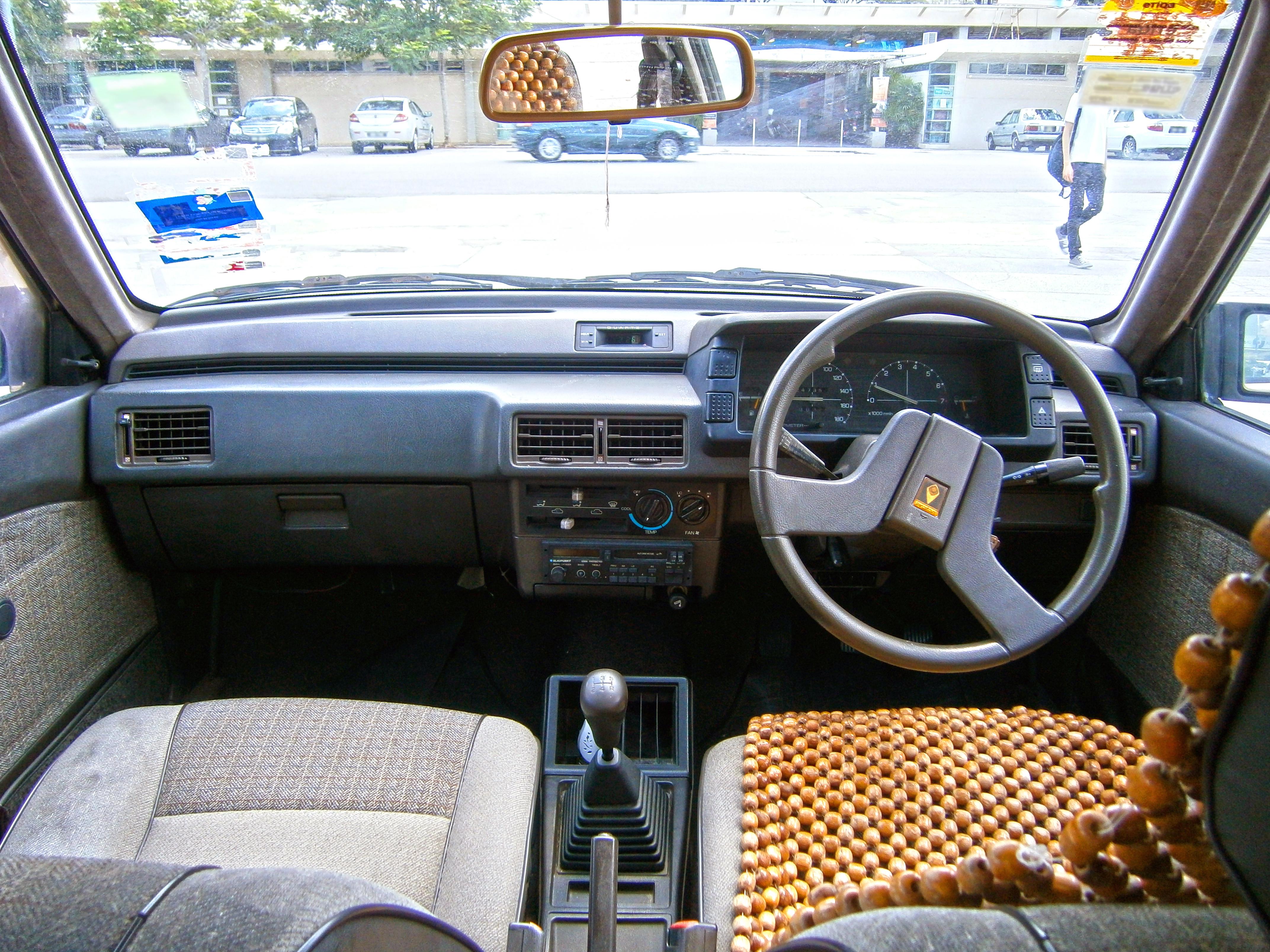 Car interior malaysia - File 1990 1992 Proton Saga 1 5l Saloon In Cyberjaya Malaysia 09
