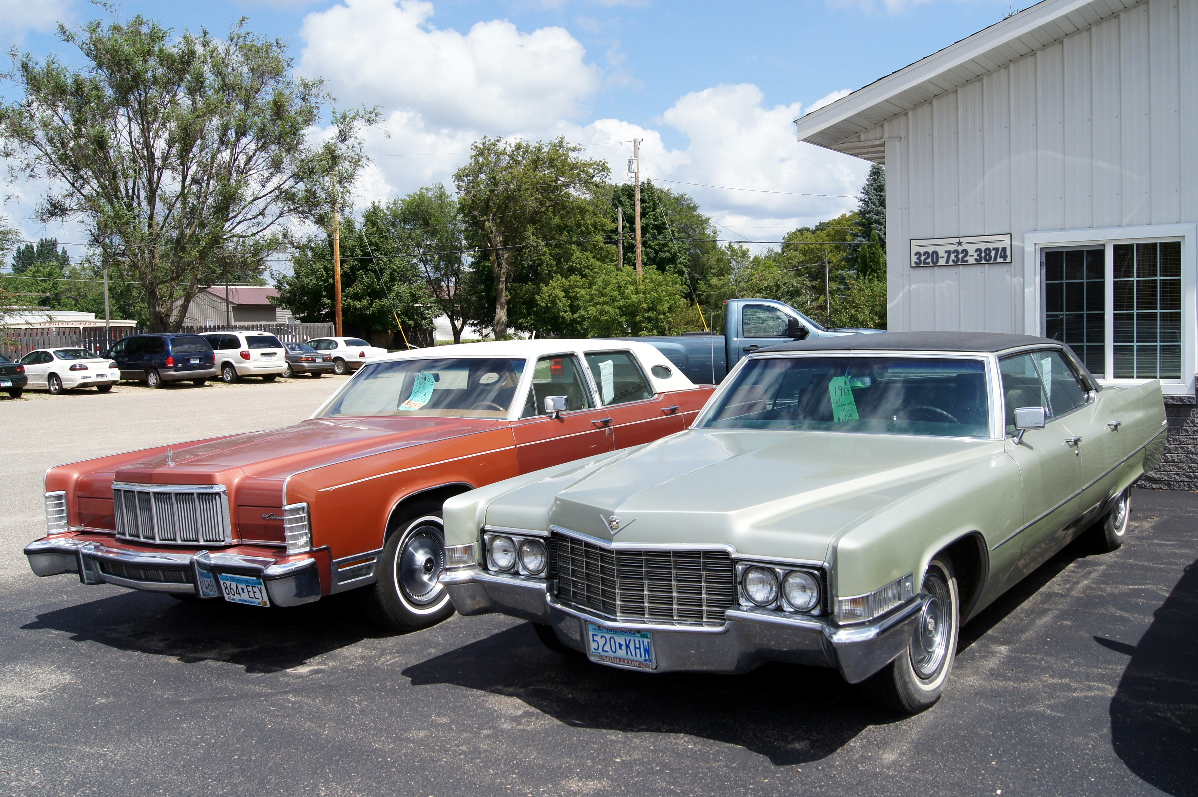 File:69 Cadillac Sedan de Ville & 76 Lincoln Continental Town Car (1