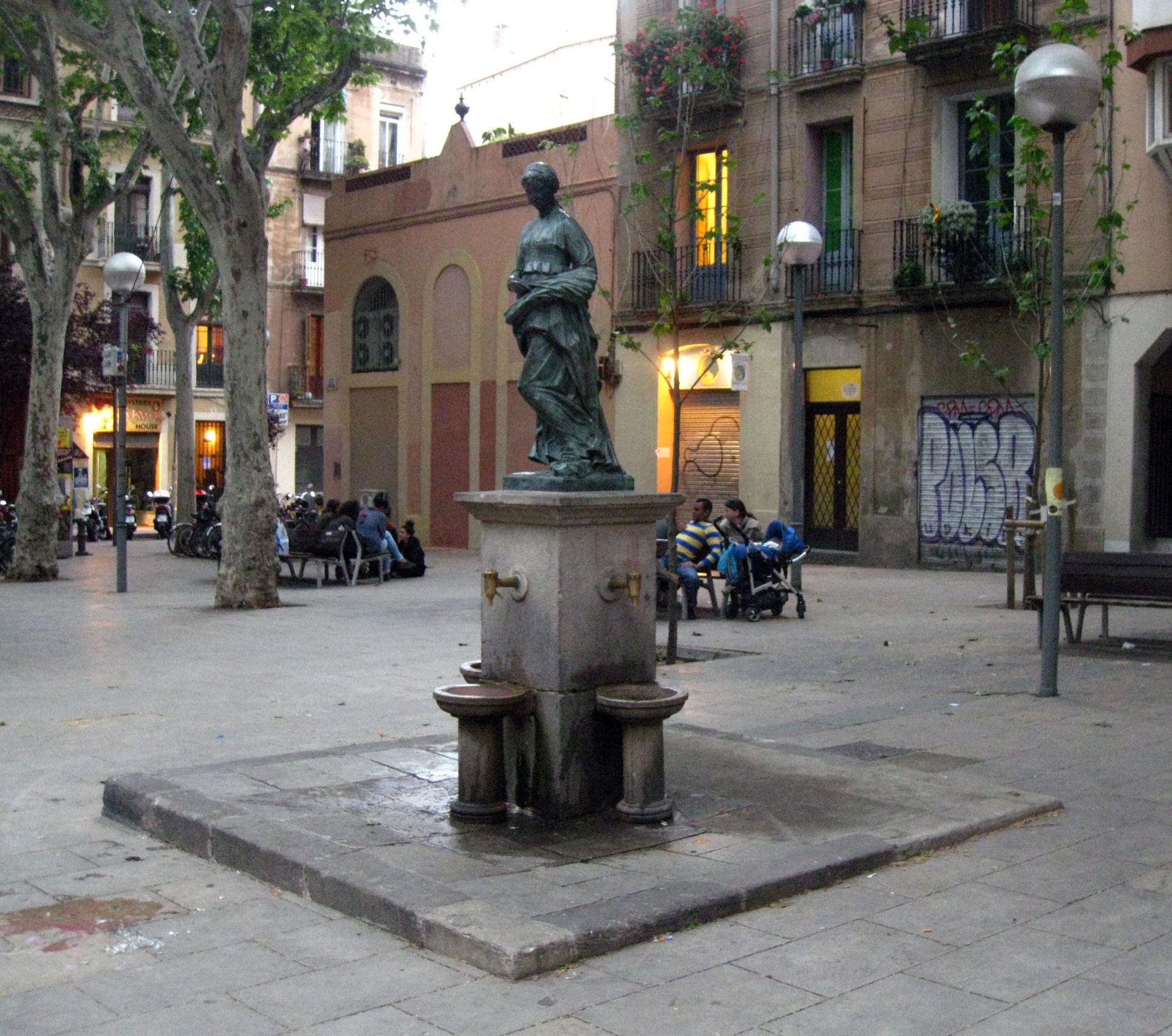 https://upload.wikimedia.org/wikipedia/commons/c/cc/98_Font_de_Rut,_pl._de_la_Virreina.jpg