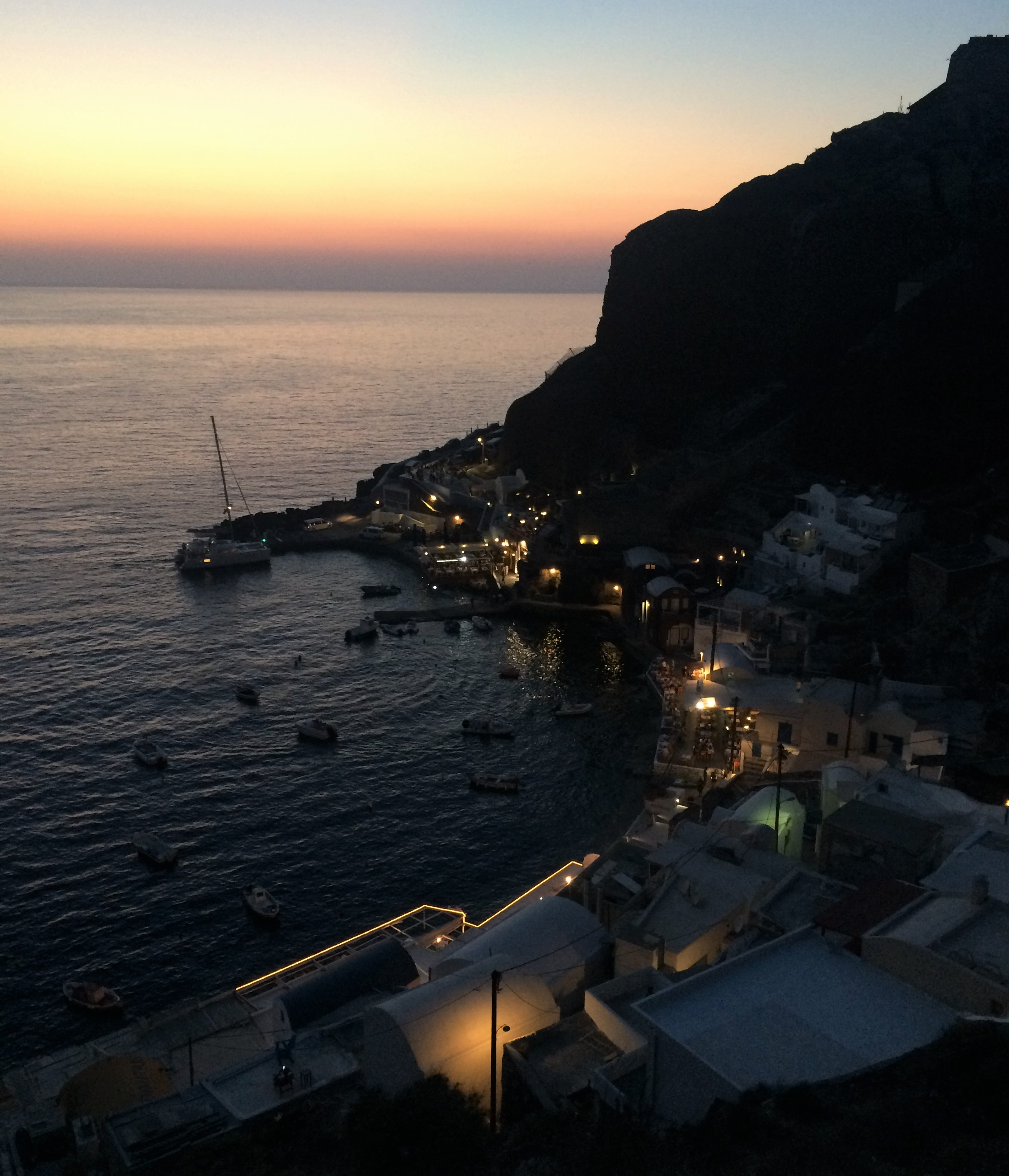 Amoudi_Bay_at_Dusk.jpg