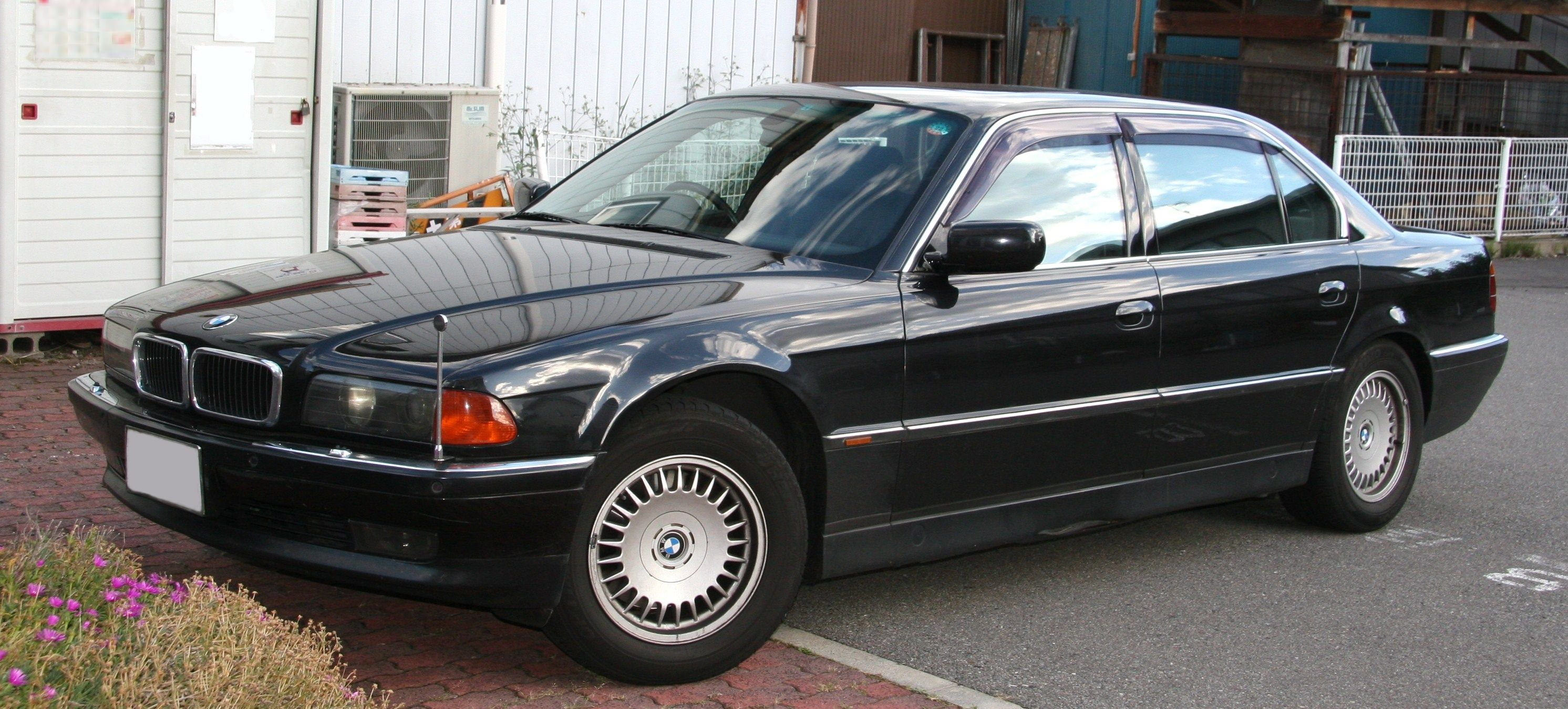 File Bmw 750il Jpg Wikimedia Commons