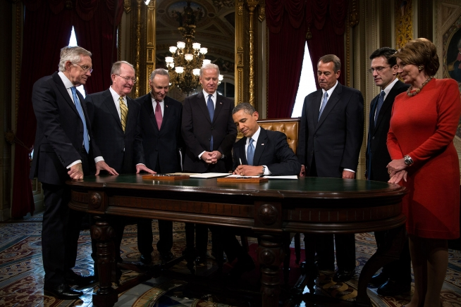 Barack Obama signs 2013 inauguration proclamation.jpg