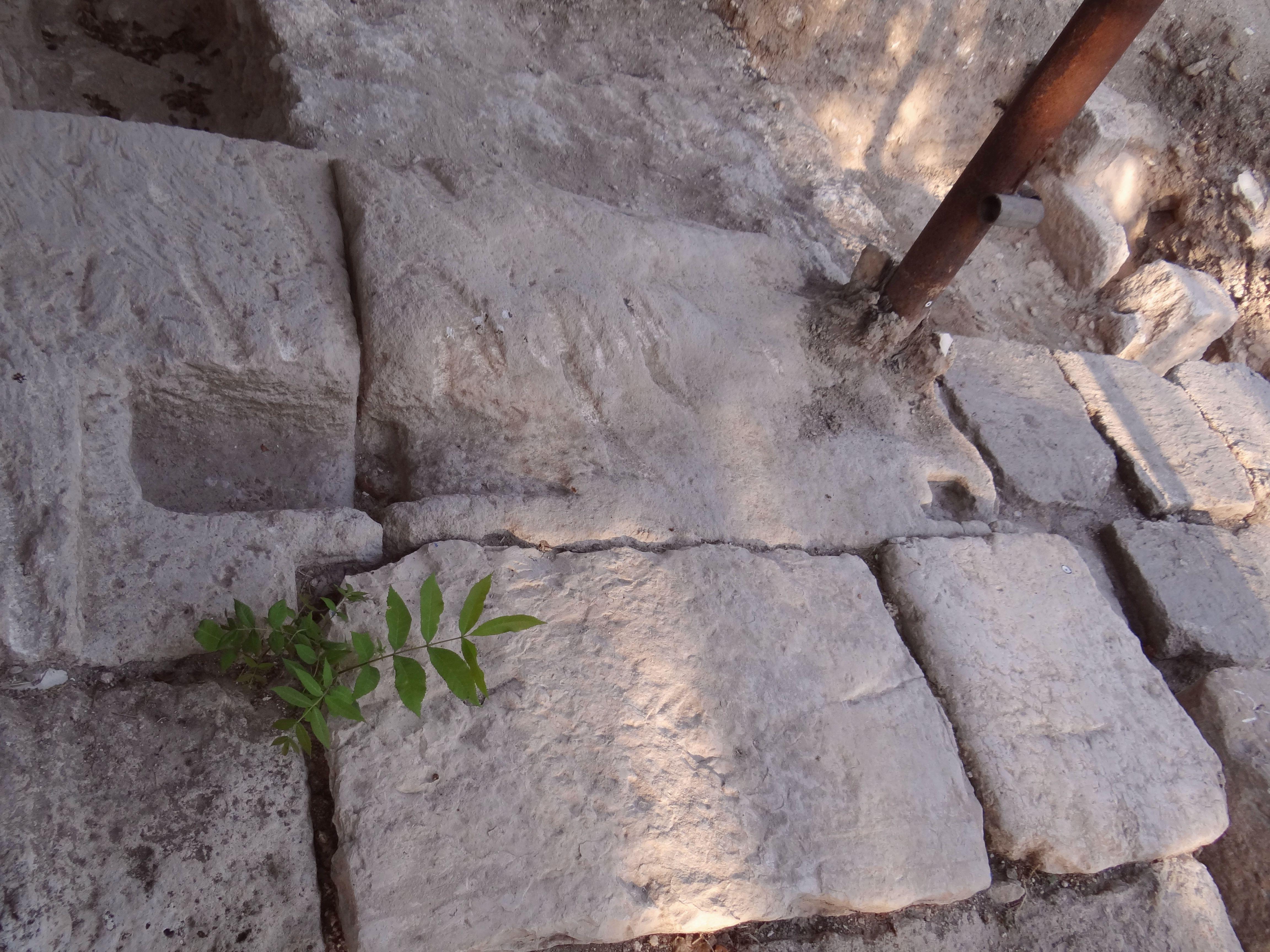 FileBeit Sheu0027arim Gate with door jacks 6 (2).jpg & File:Beit Sheu0027arim Gate with door jacks 6 (2).jpg - Wikimedia Commons