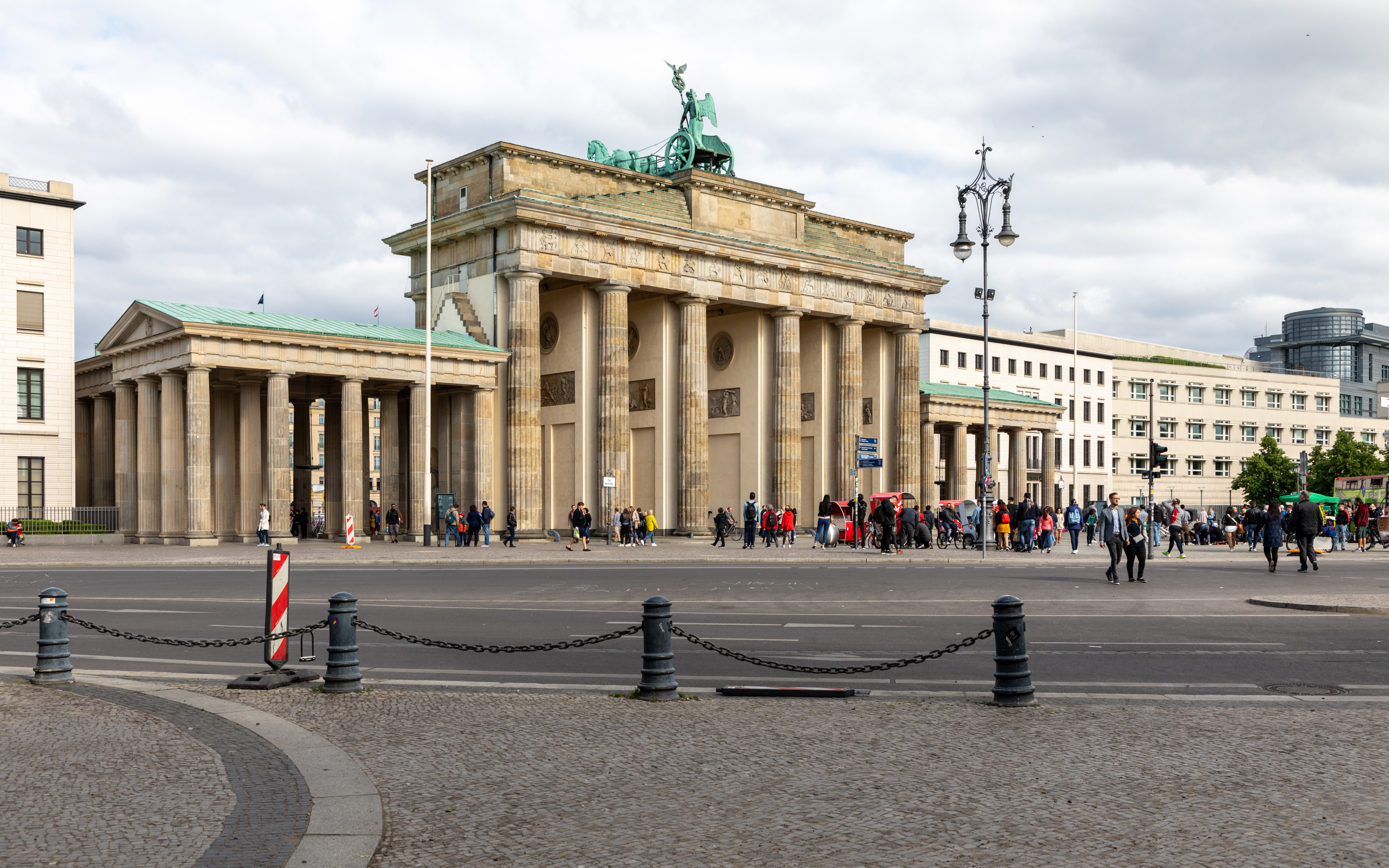 File Berlin Brandenburger Tor 2019 6331 Jpg Wikimedia Commons