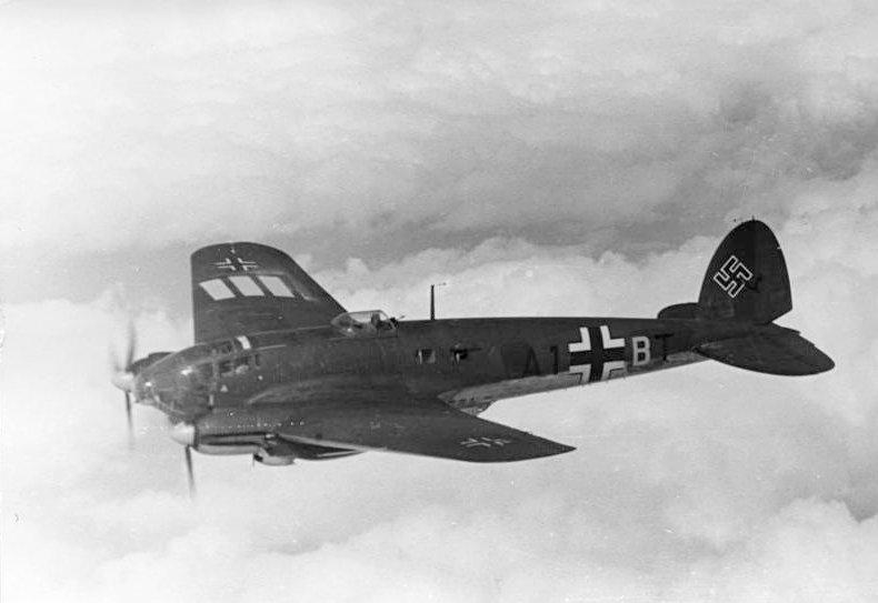 Bundesarchiv Bild 101I-343-0694-21, Belgien-Frankreich, Flugzeug Heinkel He 111
