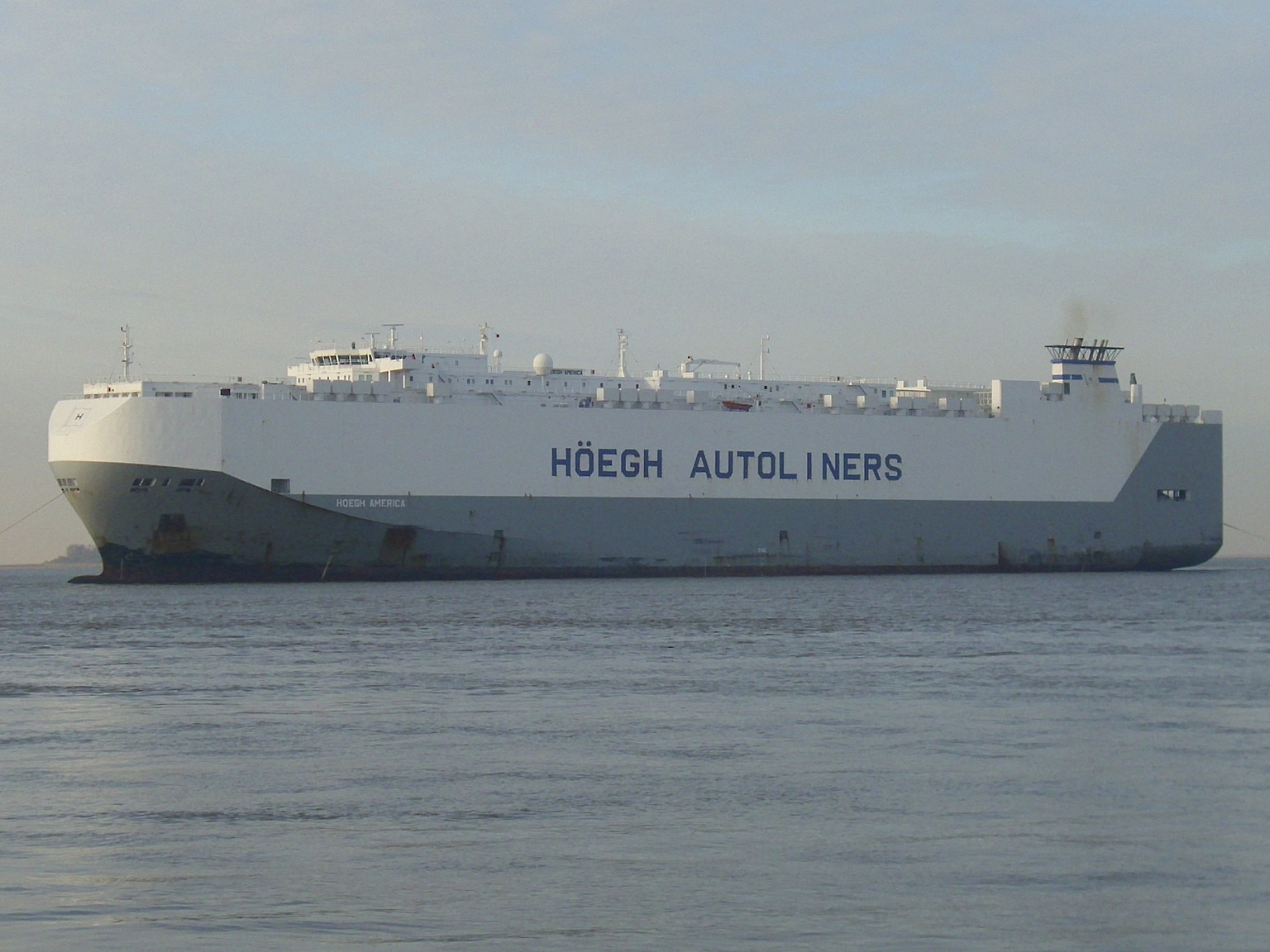 File:Car carrier Hoegh America (1) jpg - Wikimedia Commons