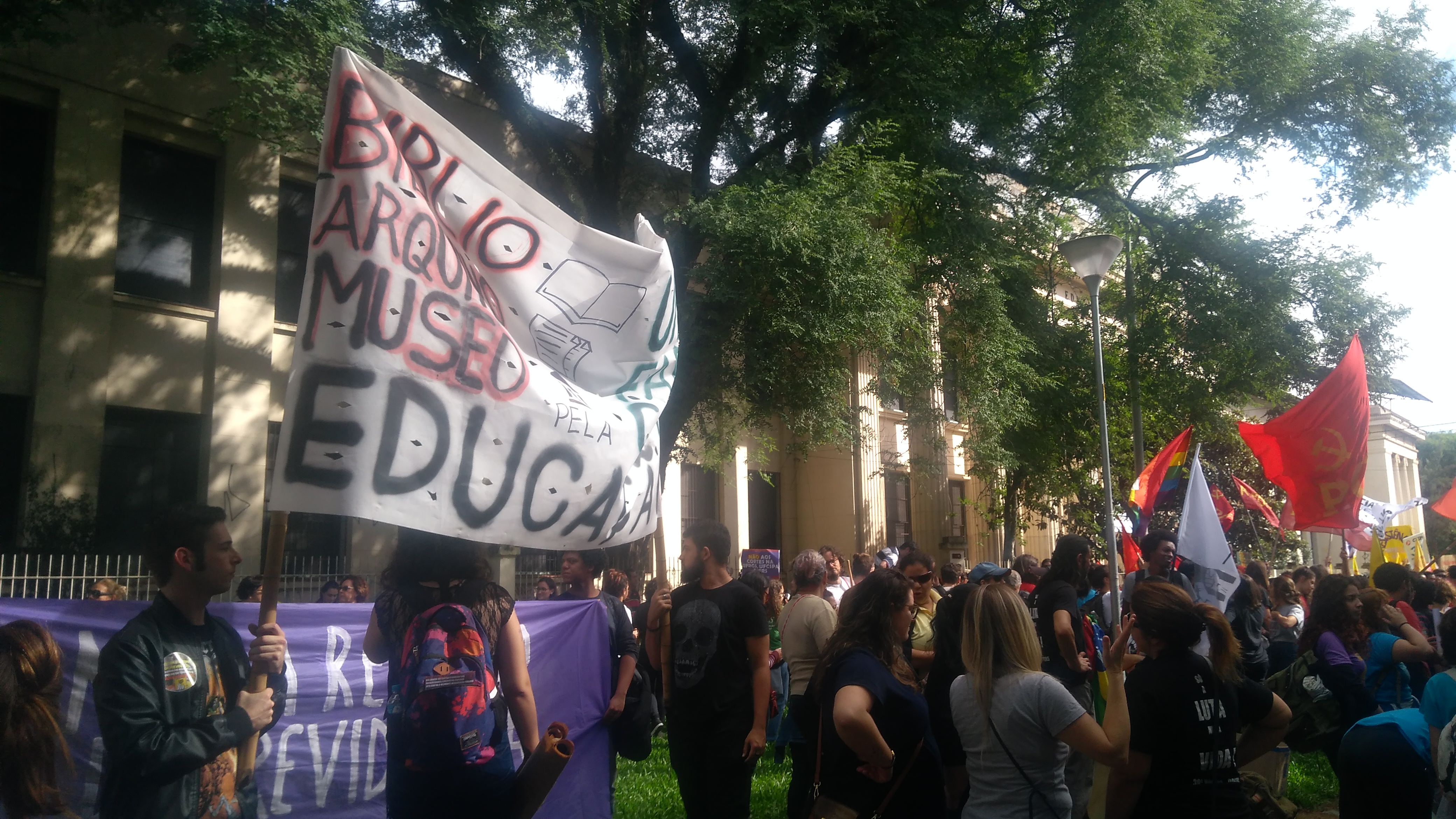 protestos contra o governo educação Bolsonaro poliítica Brasil Paulo Guedes Sergio Moro estudantes professores