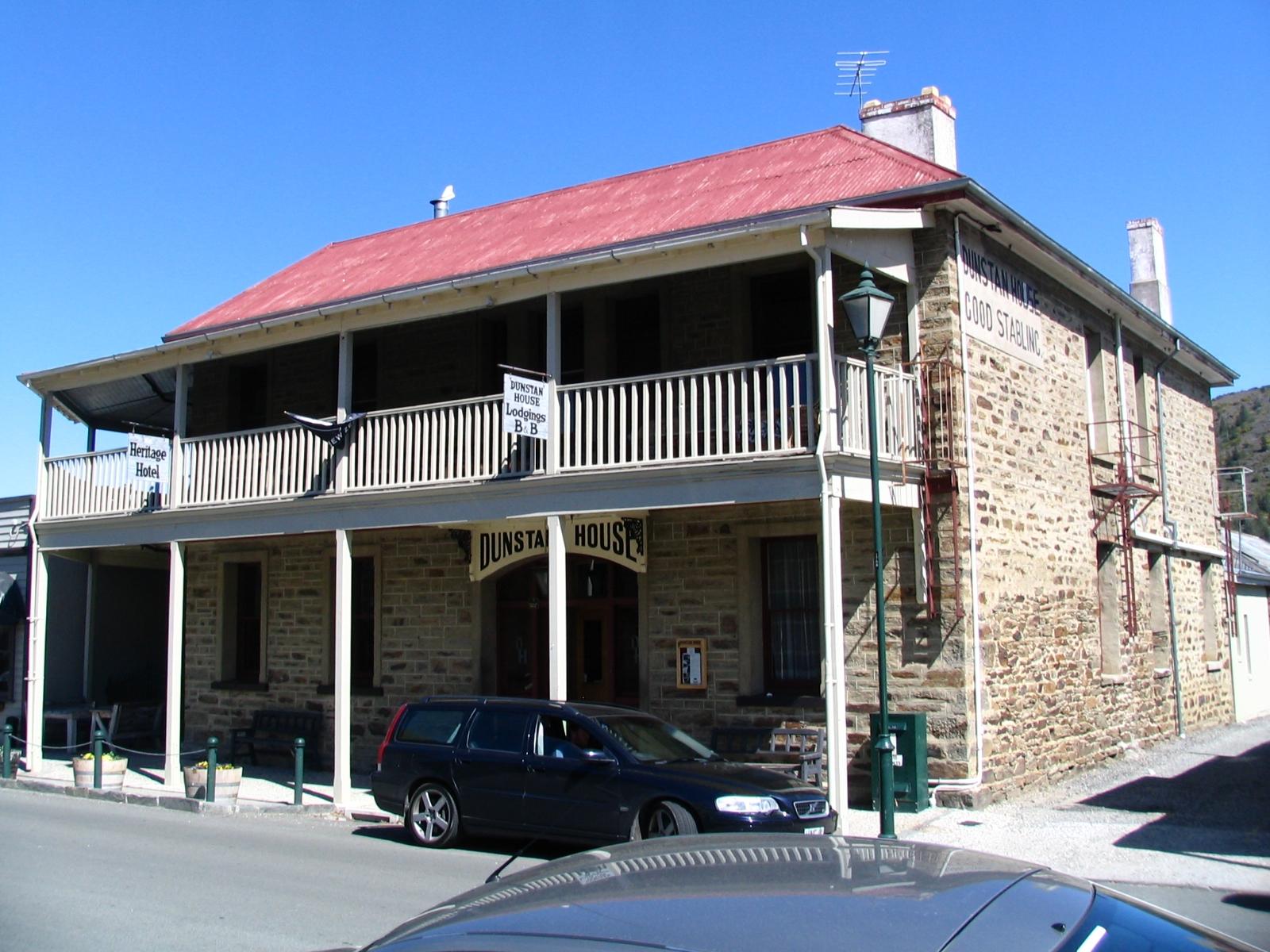 File:Former Dunstan Hotel Clyde, Otago, New Zealand 2368.jpg