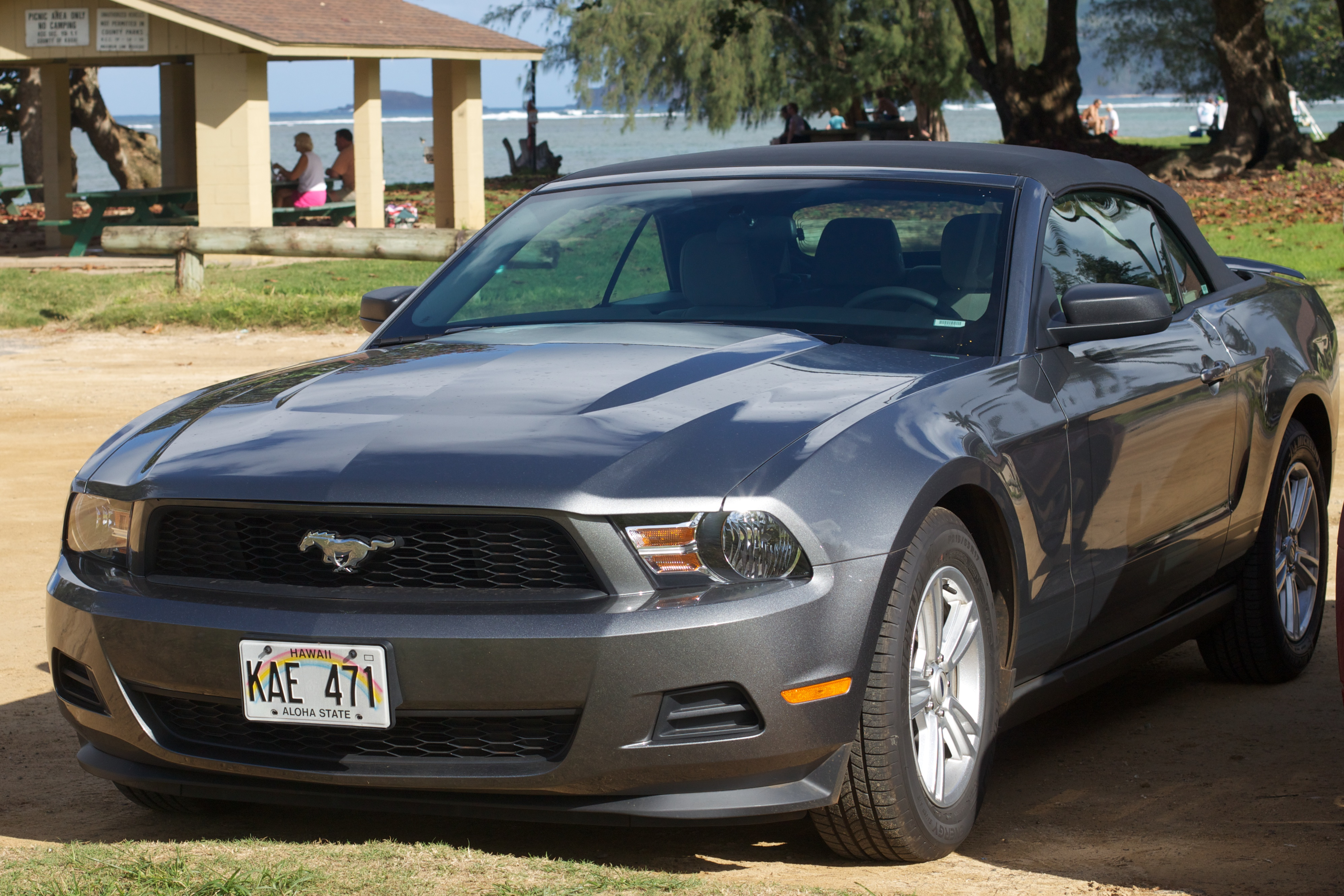 5406063f75 File Grey Ford Mustang Convertible (2010-2014) (5342567882).jpg ...