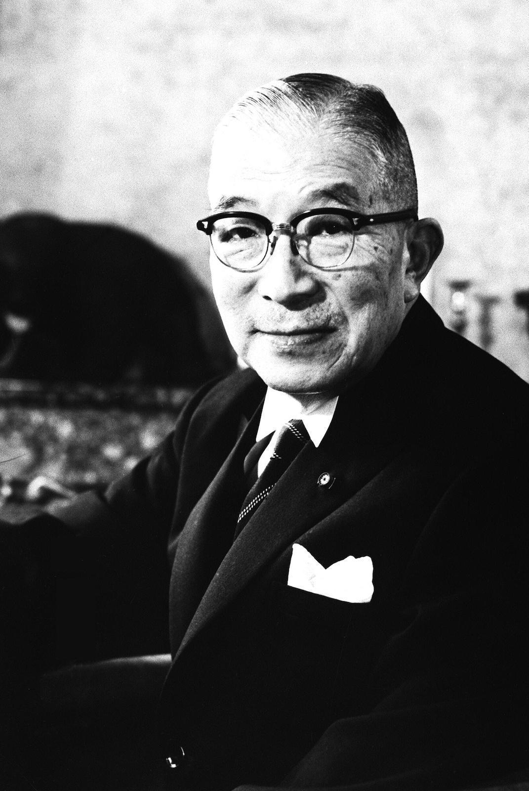 R・クーデンホーフ=カレルギー伯爵の影響を受け「友愛」を提唱したマスターメイソン鳩山一郎。鳩山はRCK伯爵の反全体主義の人道主義的著書『自由と人生』の翻訳者であり、本書の友愛精神の継承者である。