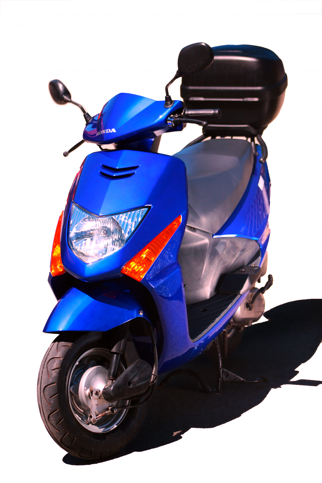 File:Honda Roller SCV 100 Lead frontleft Michael Kartenhauser kreartive  de.jpg